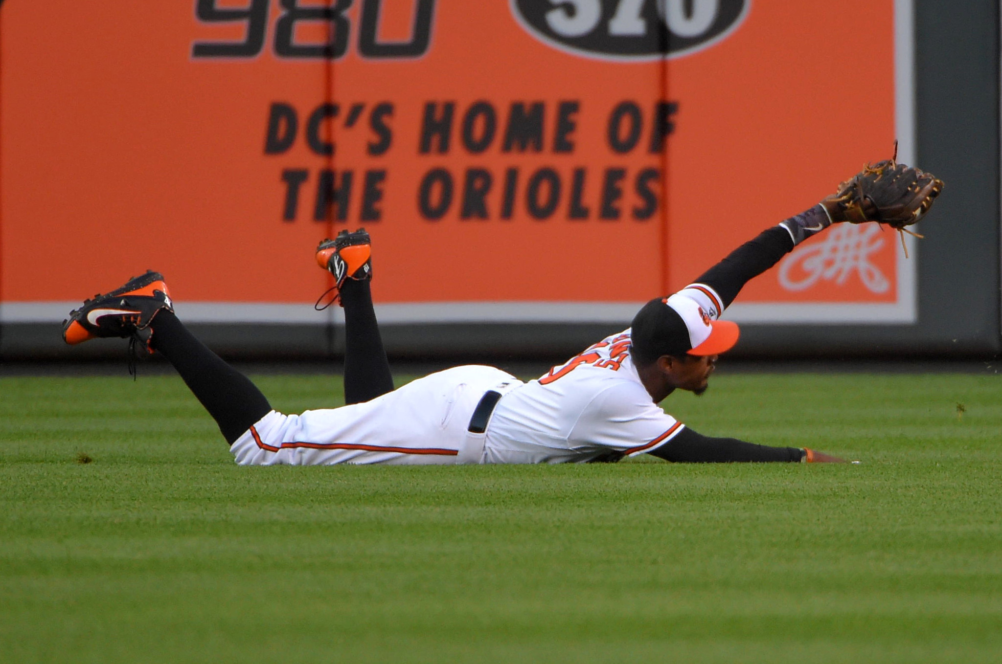 Bal-orioles-thoughts-and-observations-on-jones-game-changing-catch-and-wieters-joining-the-power-posse-20160625