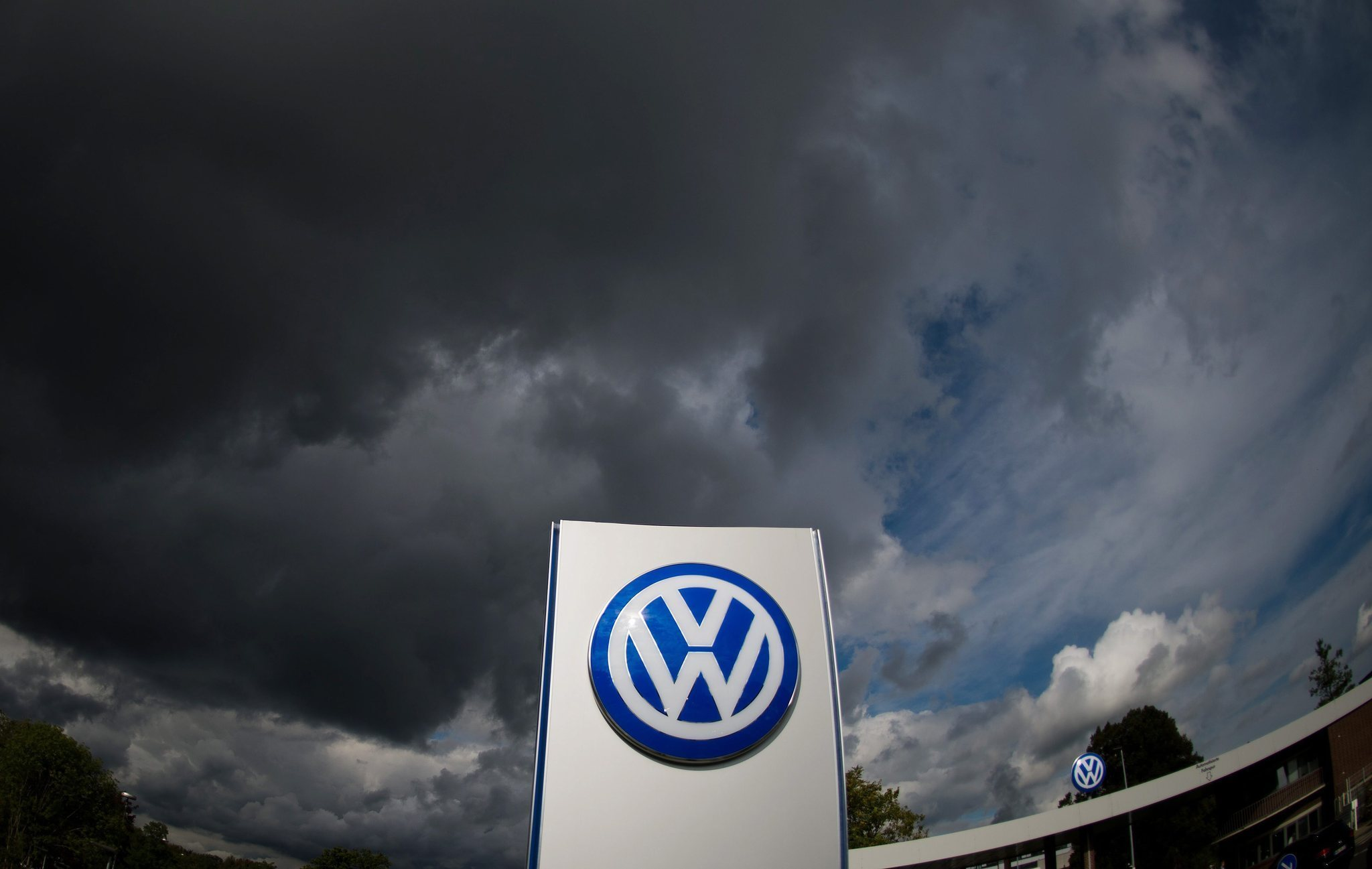 Volkswagen settles emissions-cheating cases for up to record $15.3B - Chicago Tribune