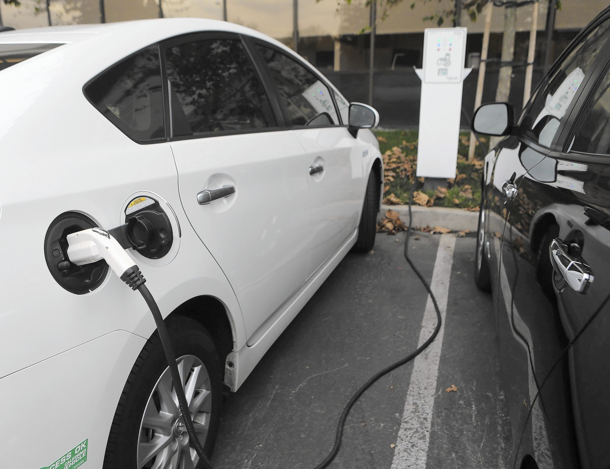 Best Used Car Deals Are Plug In Vehicles Chicago Tribune