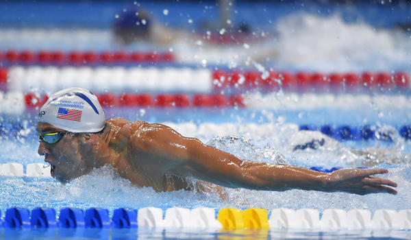 Michael Phelps advances in 200 butterfly at trials