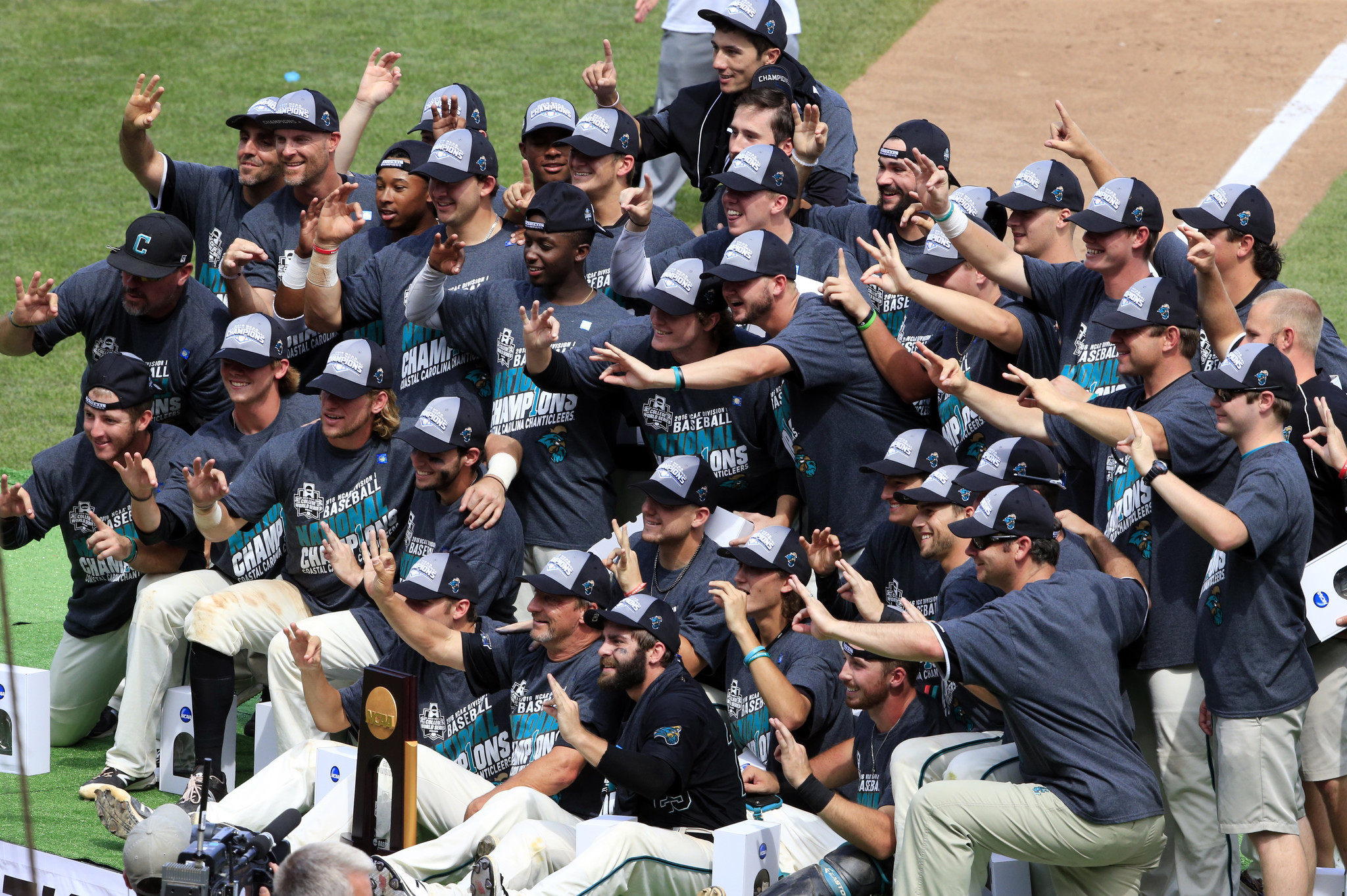 Ct-baseball-college-world-series-final-spt-20160630