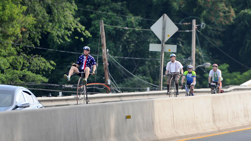 http://www.trbimg.com/img-5776da1f/turbine/ph-bikes-on-hatem-bridge-pg-20160701-010/850/850x478