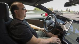 A self-driving trip down the 101 Freeway in a Tesla