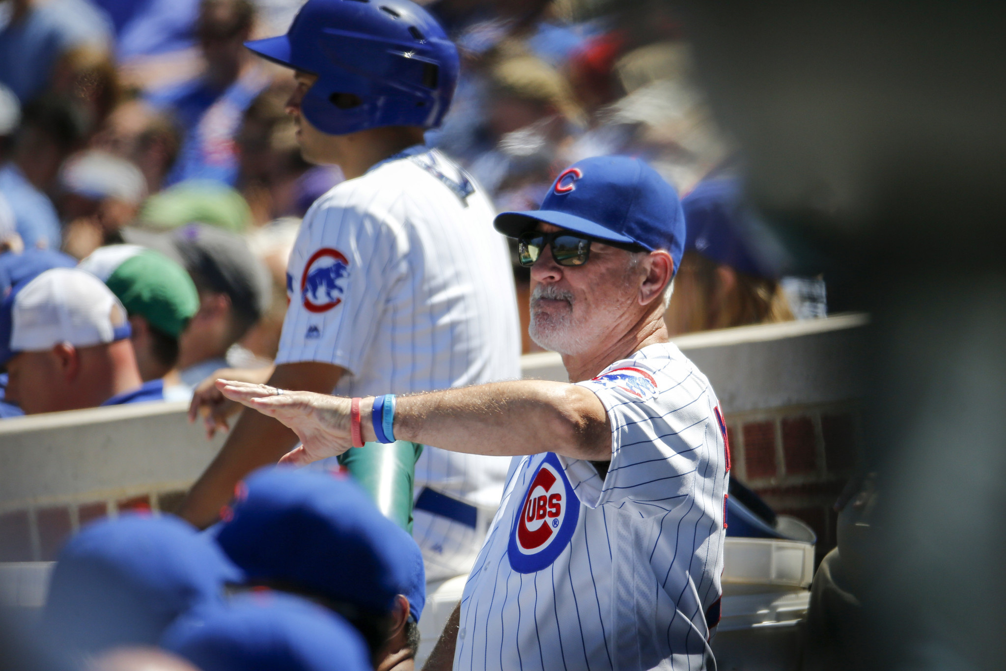 Ct-relievers-in-outfield-cubs-bits-spt-0702-20160701