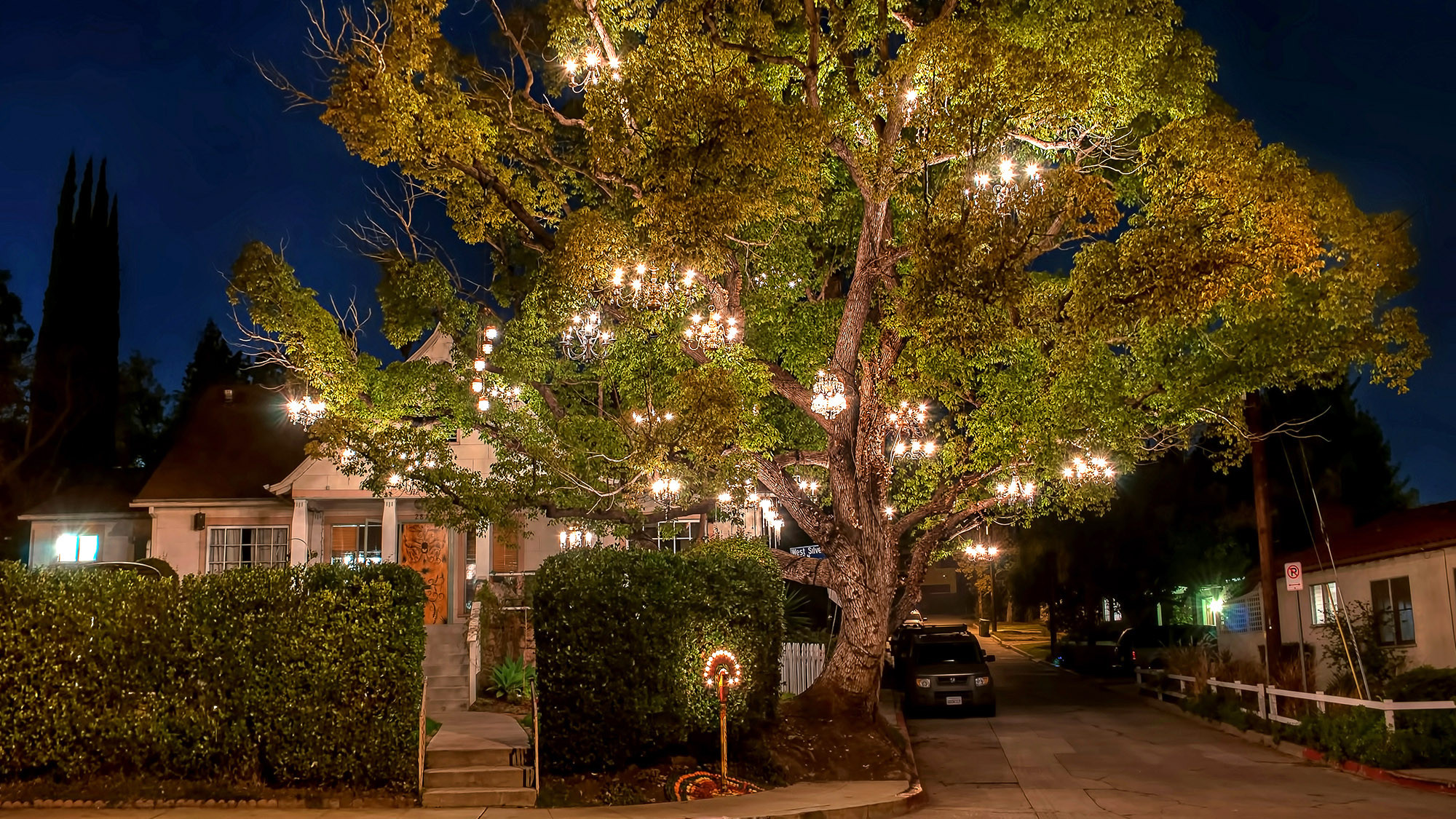 Extraordinary homes welcome you for a brief encounter - LA Times