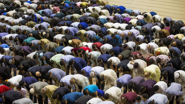 Muslim groups gather at Navy Pier to celebrate Eid al-Fitr