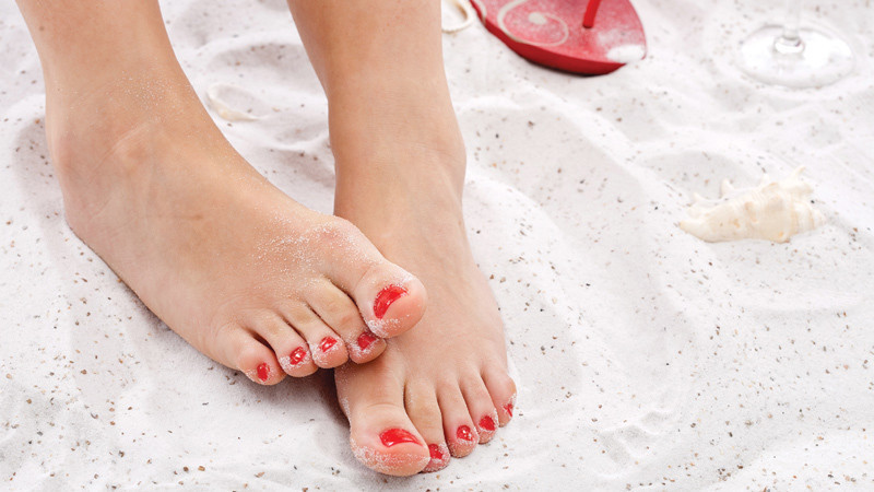 how to keep your feet healthy and pretty this summer