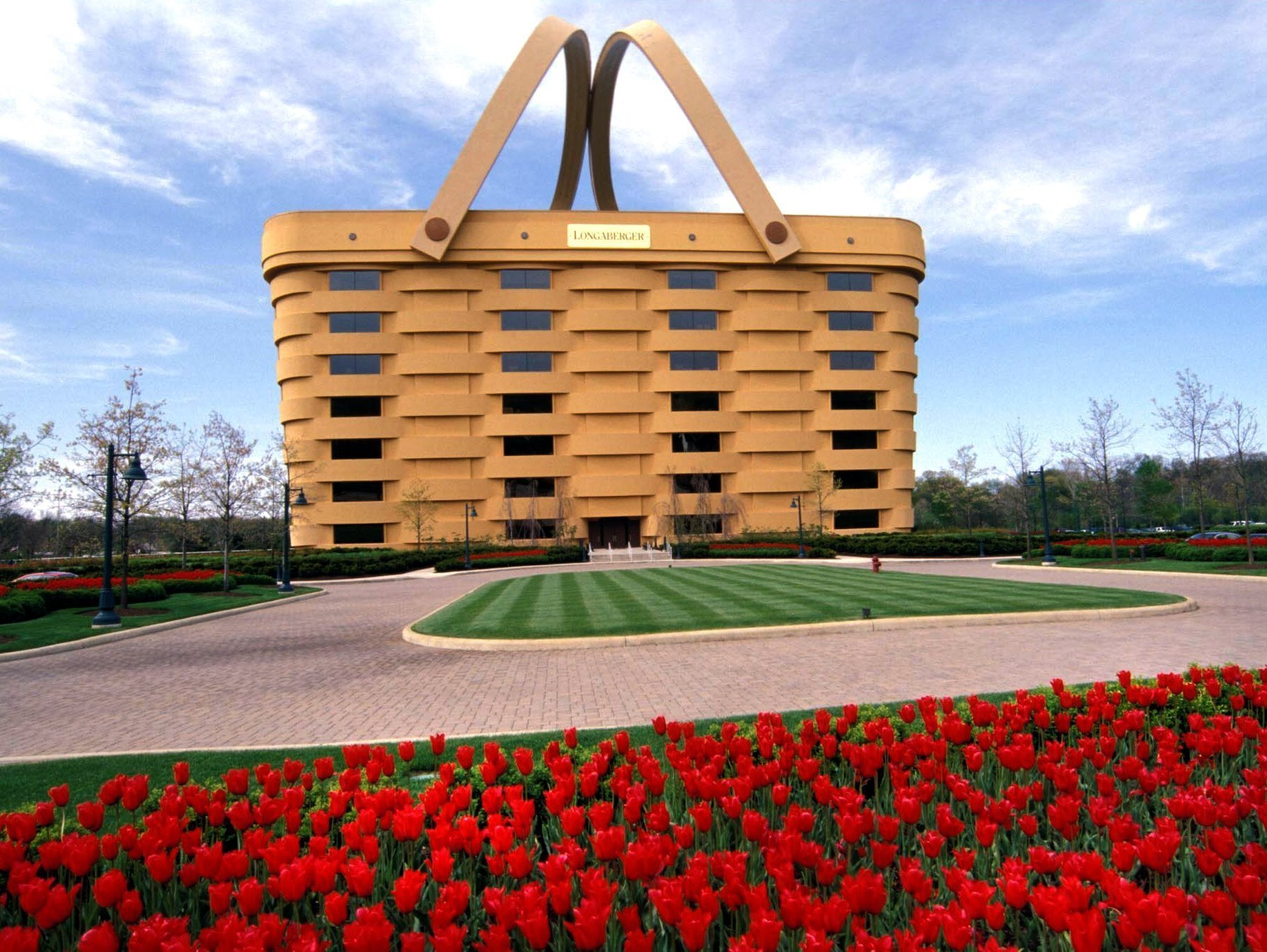The weirdest building in america a huge picnic basket for Design company usa
