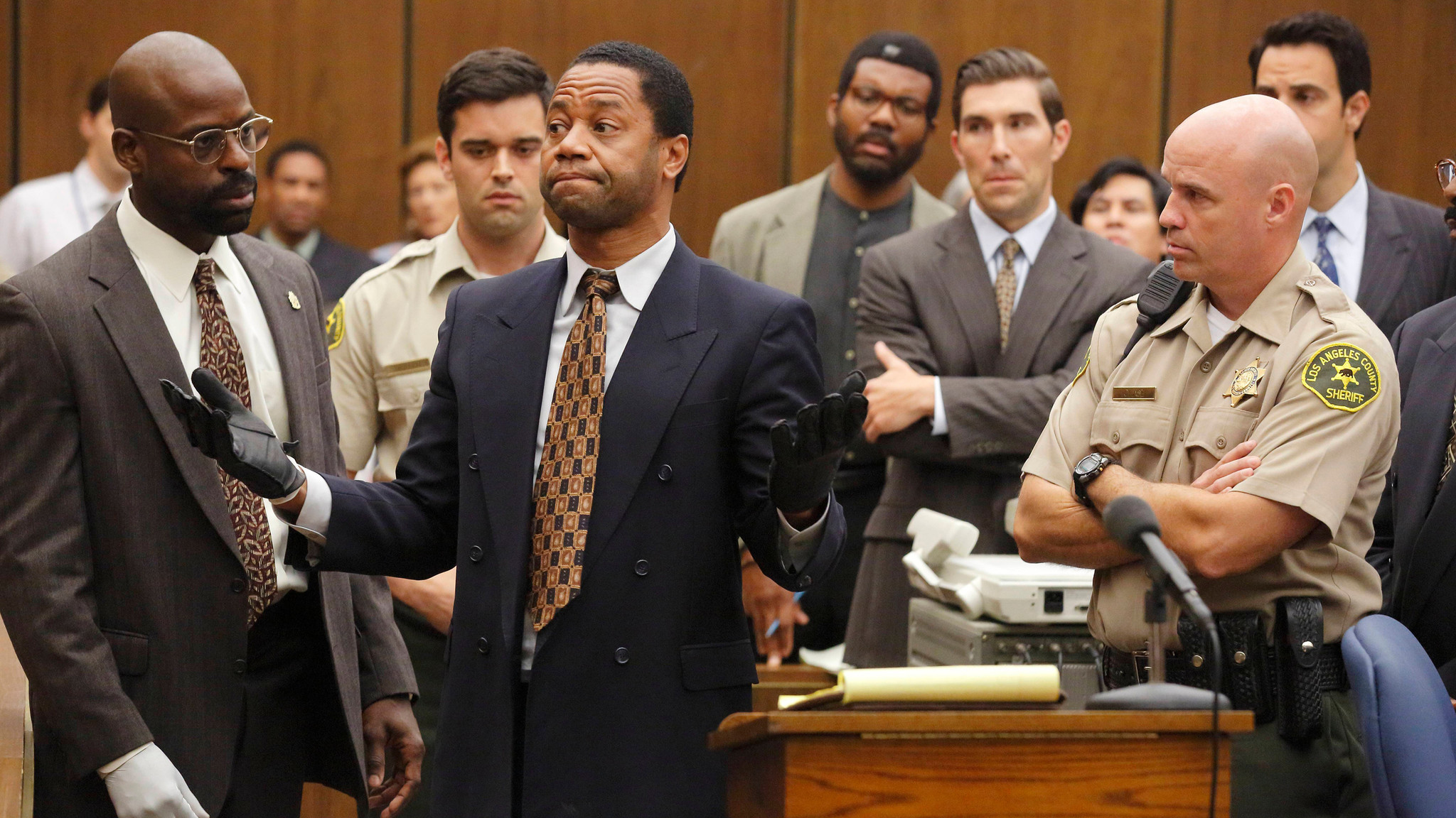 Sterling K. Brown as Christopher Darden (left) and Cuba Gooding Jr. as O.J. Simpson (middle). (Ray Mickshaw / FX)