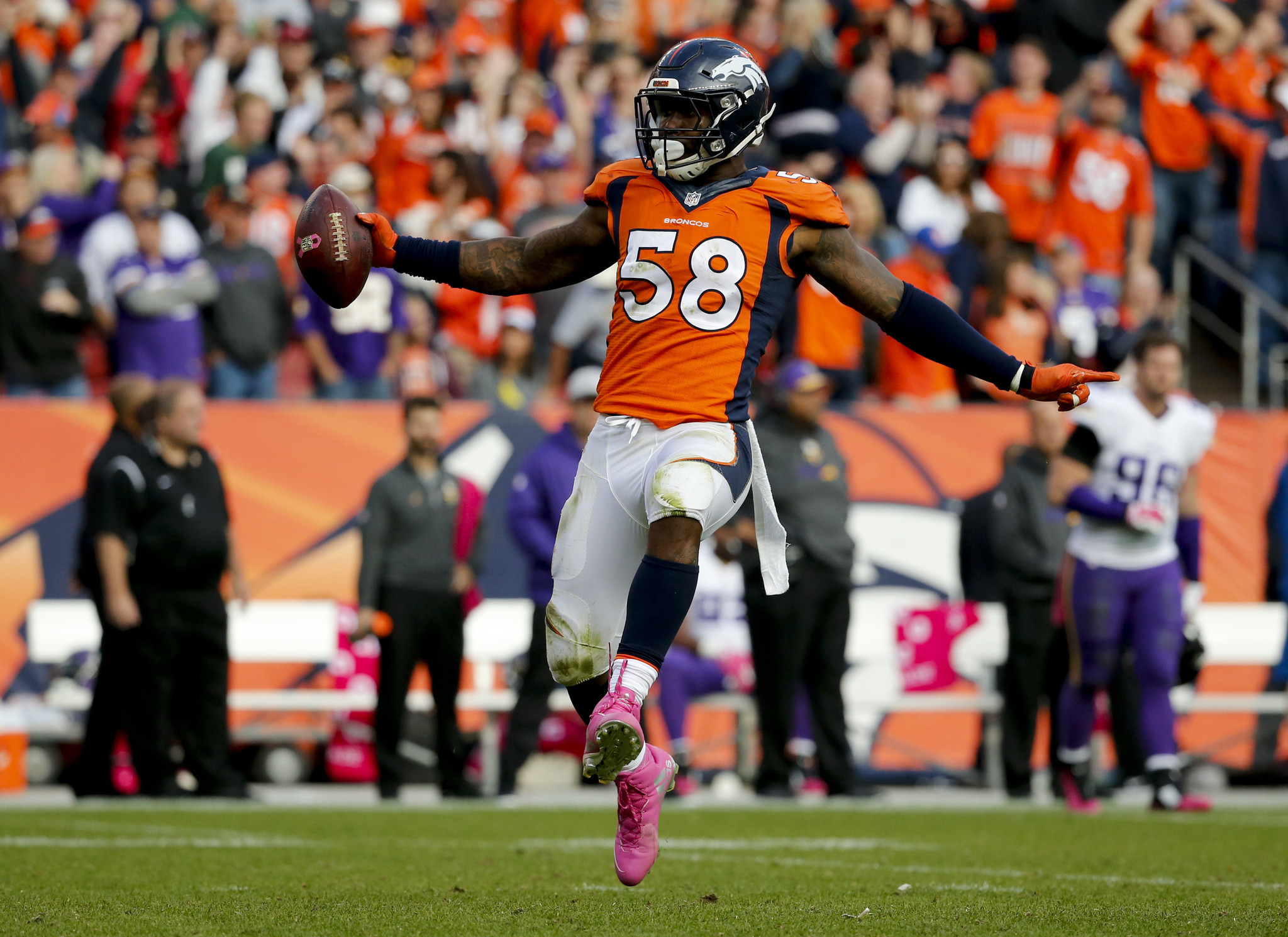 Von Miller agrees to record breaking $114 5 million contract with