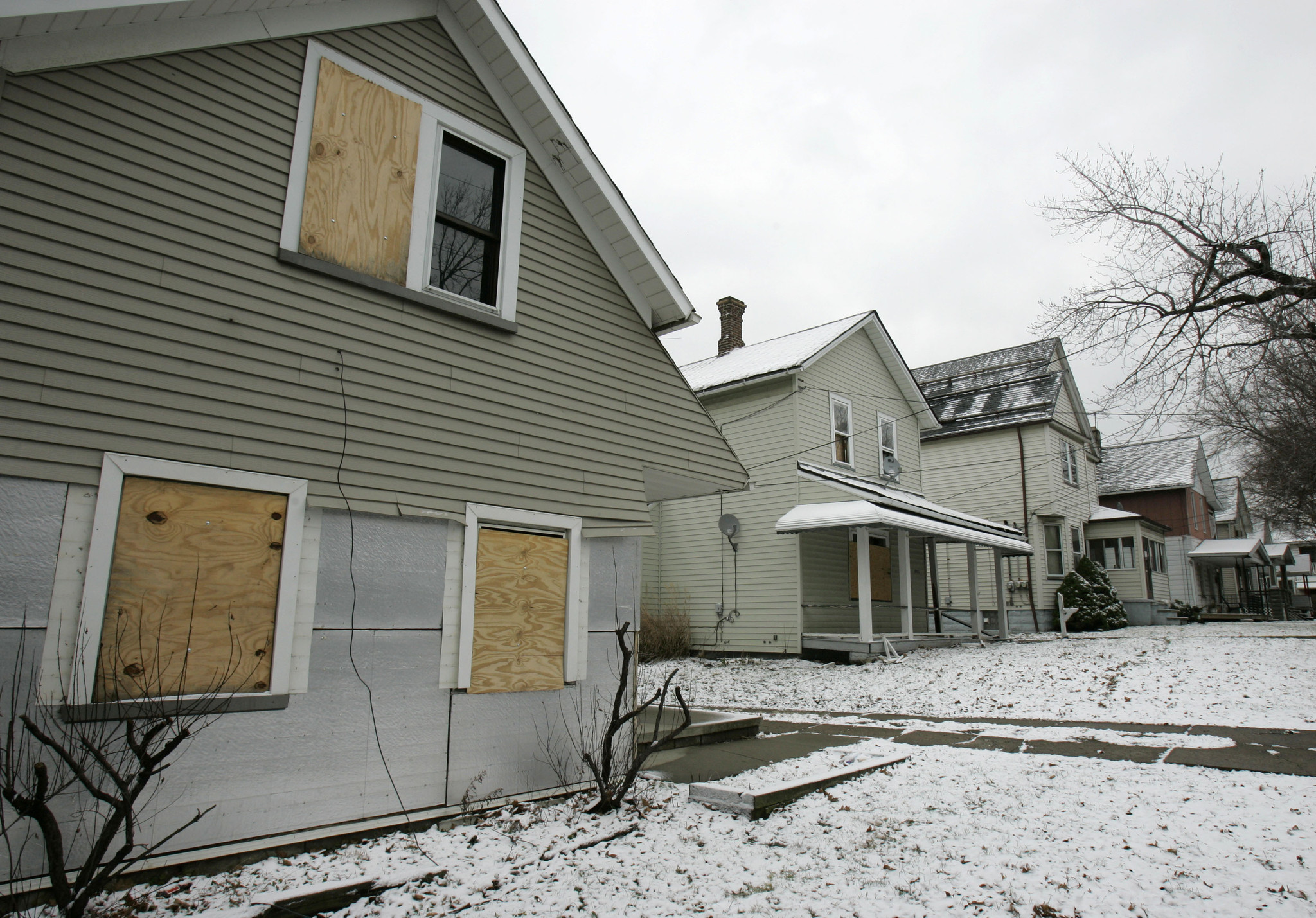 in cleveland a bid to save a recession racked neighborhood before