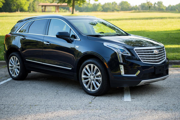 2017 cadillac xt5 platinum crossover provides luxury for a price chicago tribune. Black Bedroom Furniture Sets. Home Design Ideas