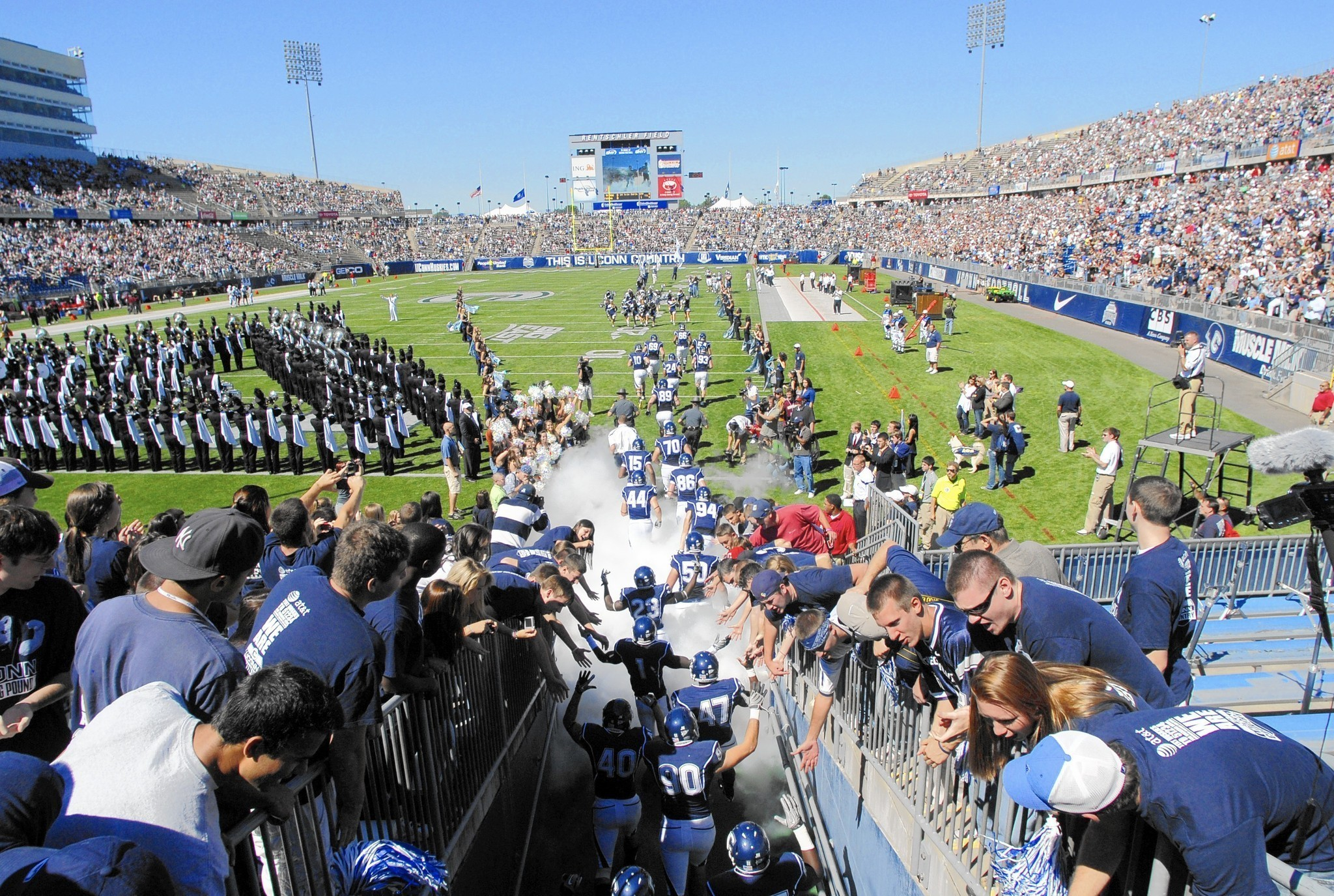Hc-uconn-football-tickets-0724-20160723