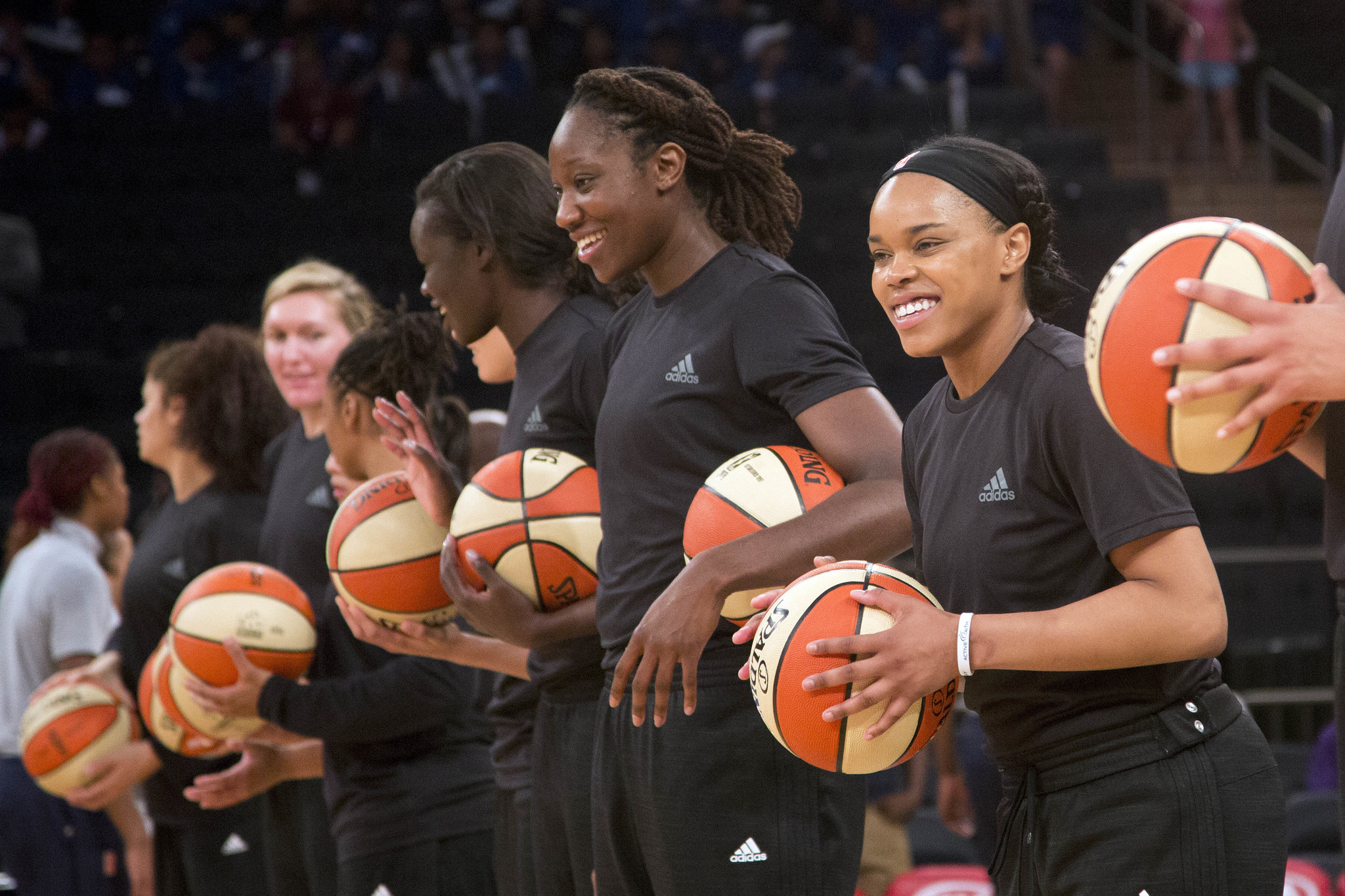 Ct-wnba-withdraws-fines-for-player-protests-20160723