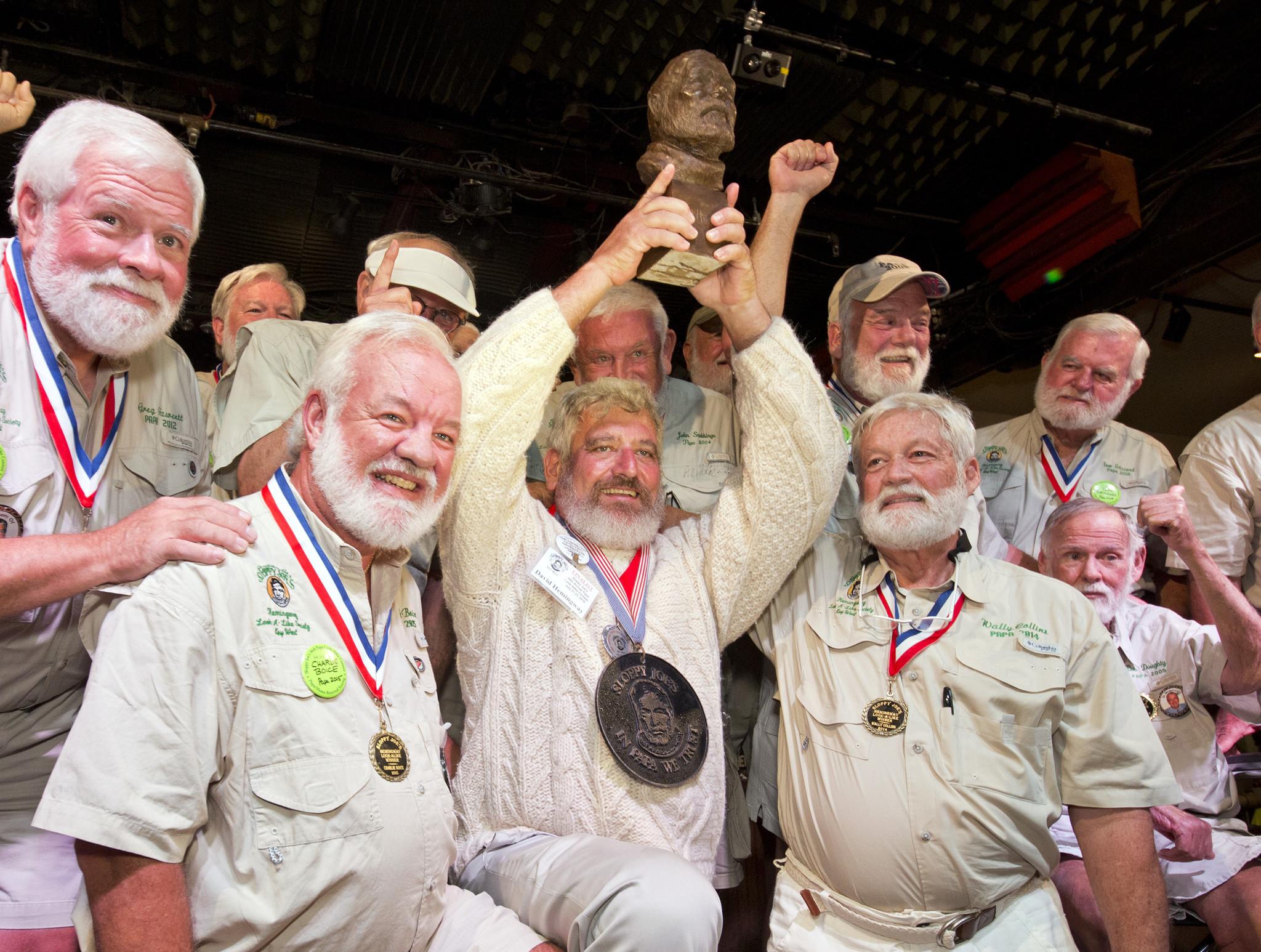 Ct-hemingway-wins-look-alike-contest-20160724