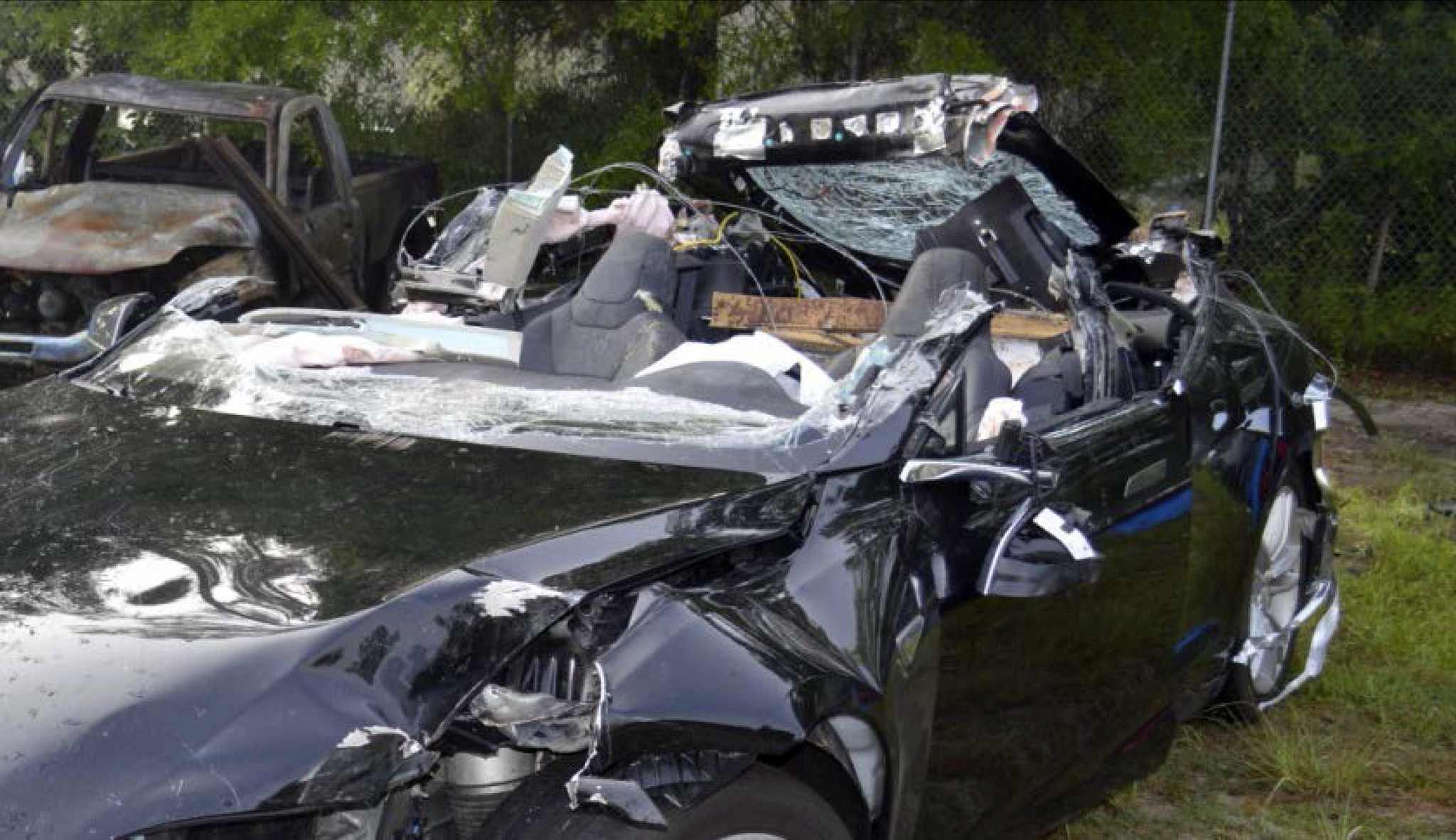 tesla car mangled in fatal crash was on autopilot and speeding ntsb says la times