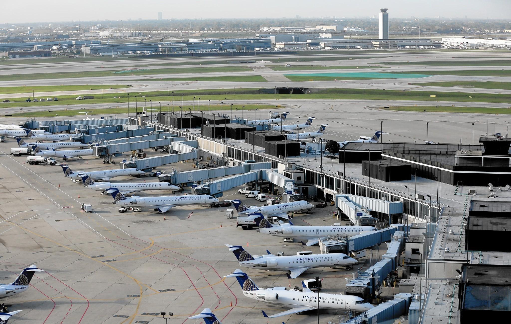 Ct-domestic-airfares-down-0727-biz-20160726