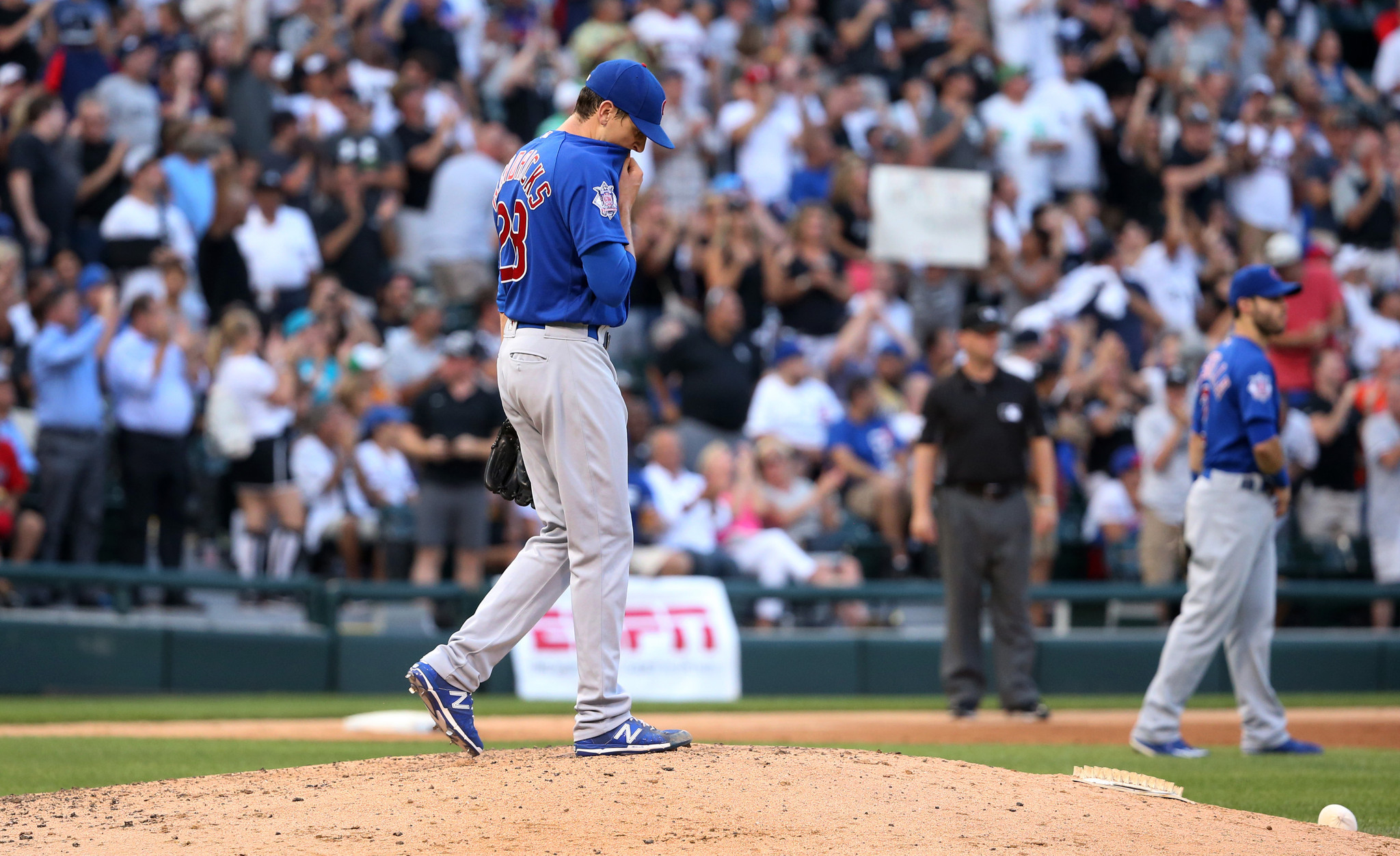 Ct-walks-haunt-cubs-in-3-0-loss-20160726