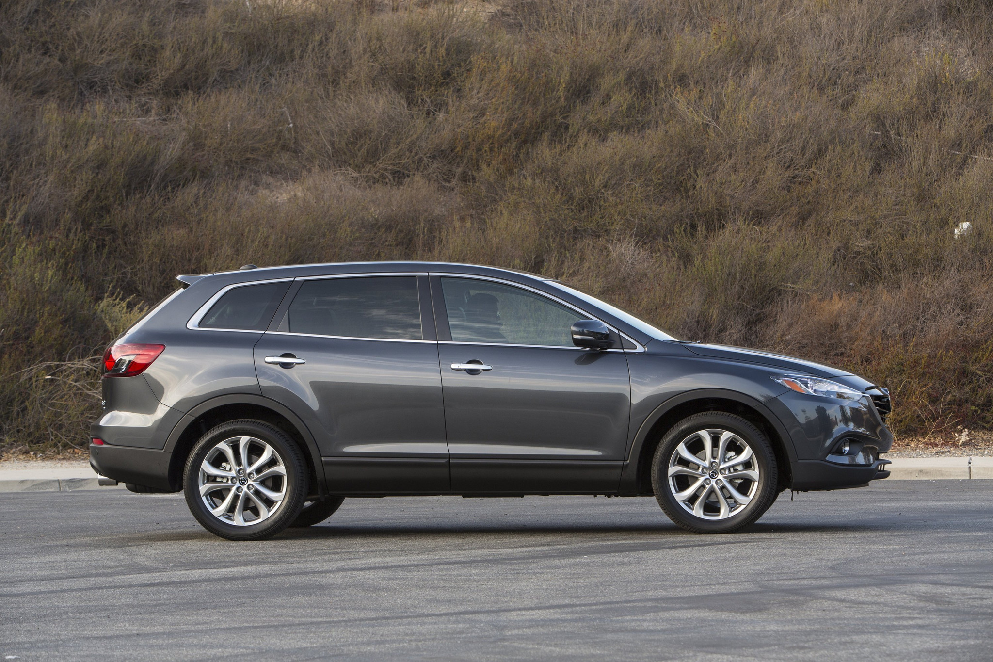 2016 Mazda CX9 crossover balances style with value power with