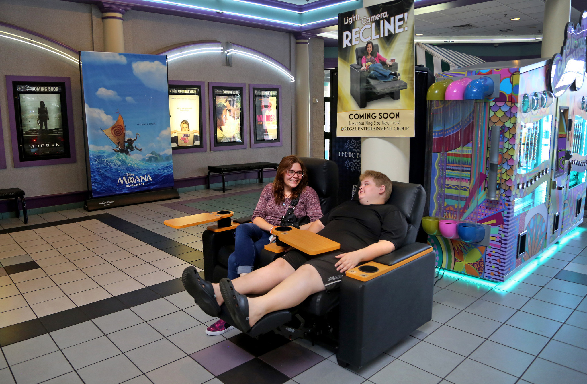 South Florida Theaters Lure Moviegoers With King Size