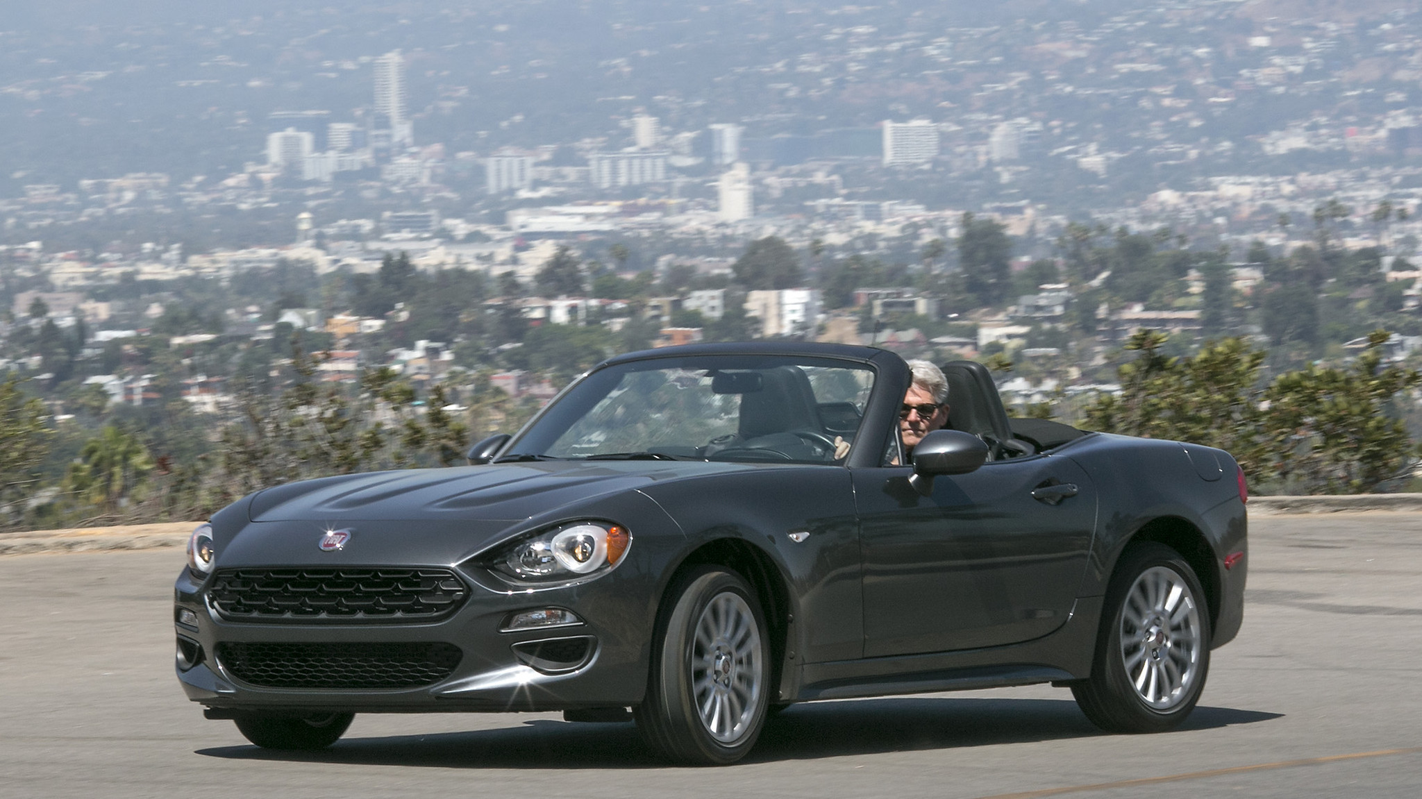 fiat 124 spider review it 39 s not a 39 fiata 39 after all orlando sentinel. Black Bedroom Furniture Sets. Home Design Ideas