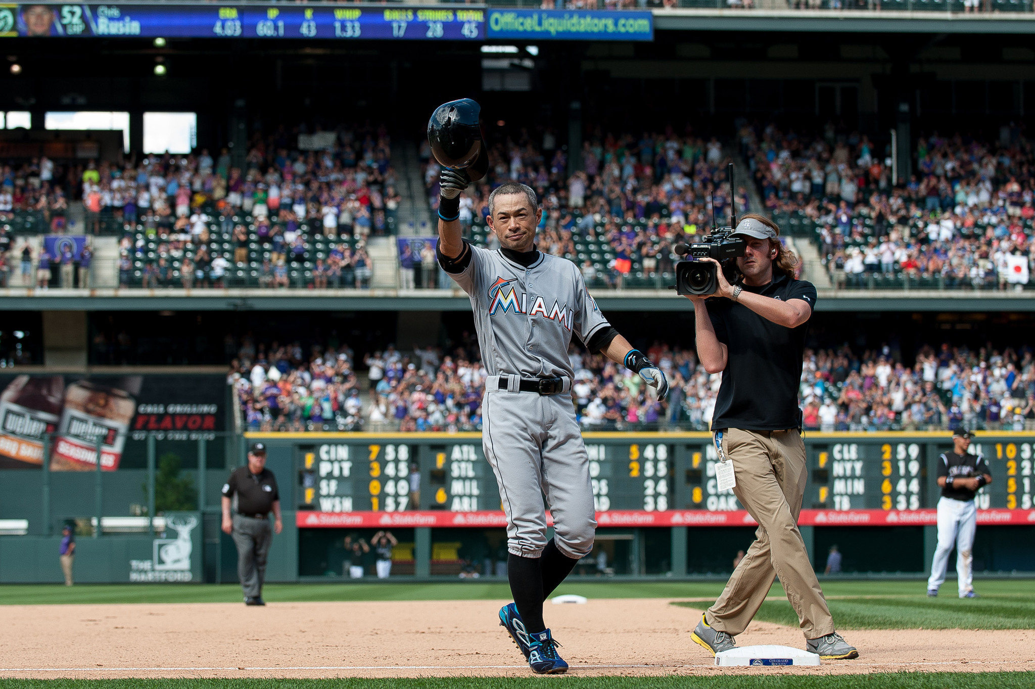 Sfl-photos-ichiro-goes-after-3-000-hits-in-denver-20160807