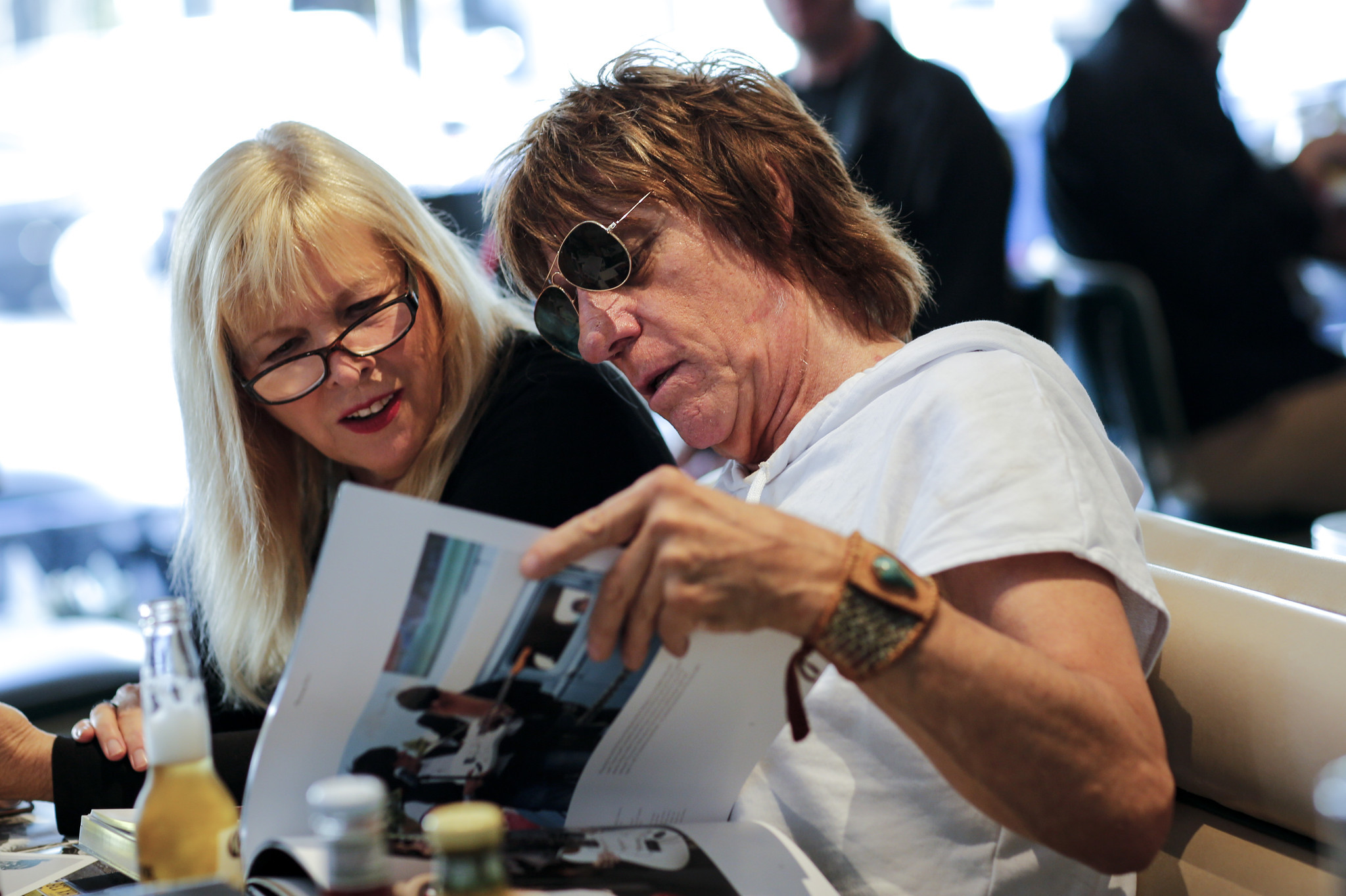 "Jeff Beck and actress Candy Clark look through Beck's new coffee table book ""Beck01"" at Mel's Drive-In in West Hollywood"