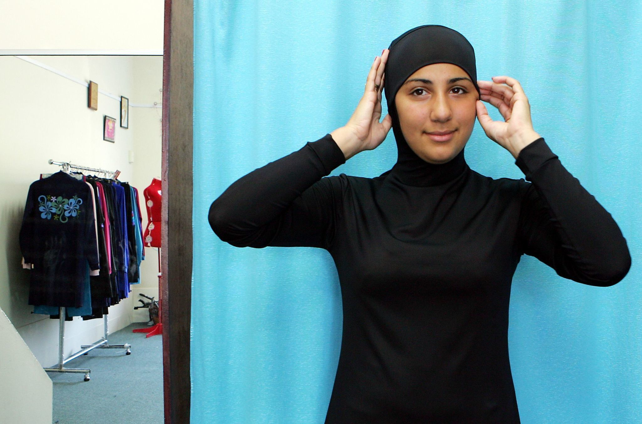39 Burkini 39 Day At French Swimming Pool Canceled After Outcry La Times