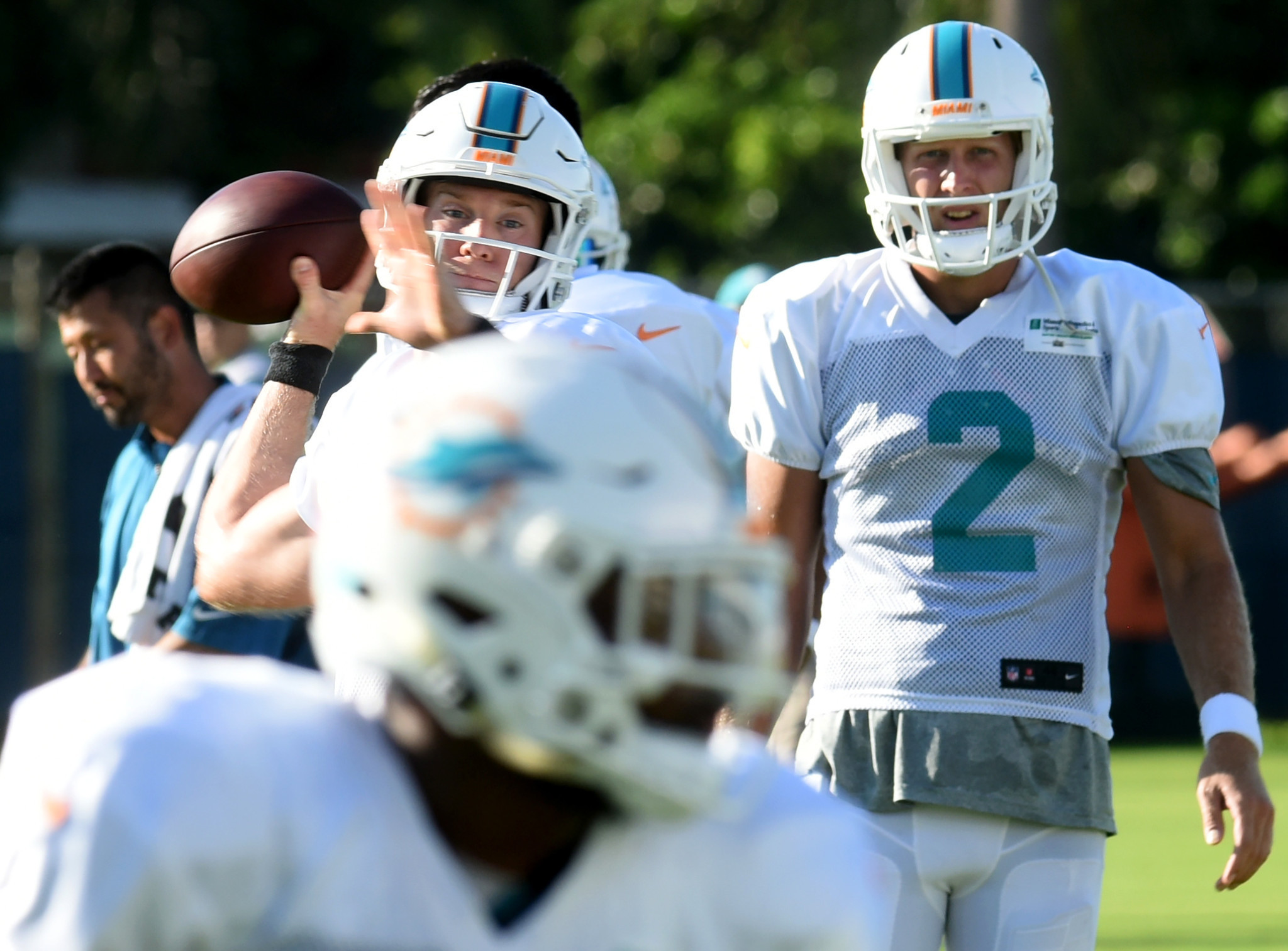 Sfl-dolphins-camp-highlights-another-strong-day-for-offense-20160810