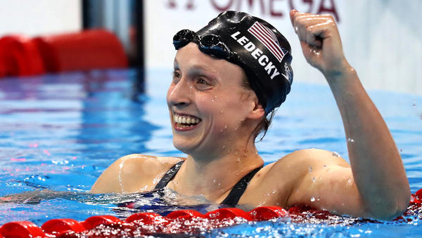 Katie Ledecky is all smiles after crushing the competition in winning the 800-meter freestyle final on Friday. (Esteban Biba / EPA)