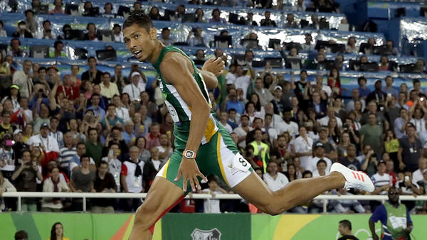 Wayde van Niekerk sets world record of 43.03 in winning men's 400 gold