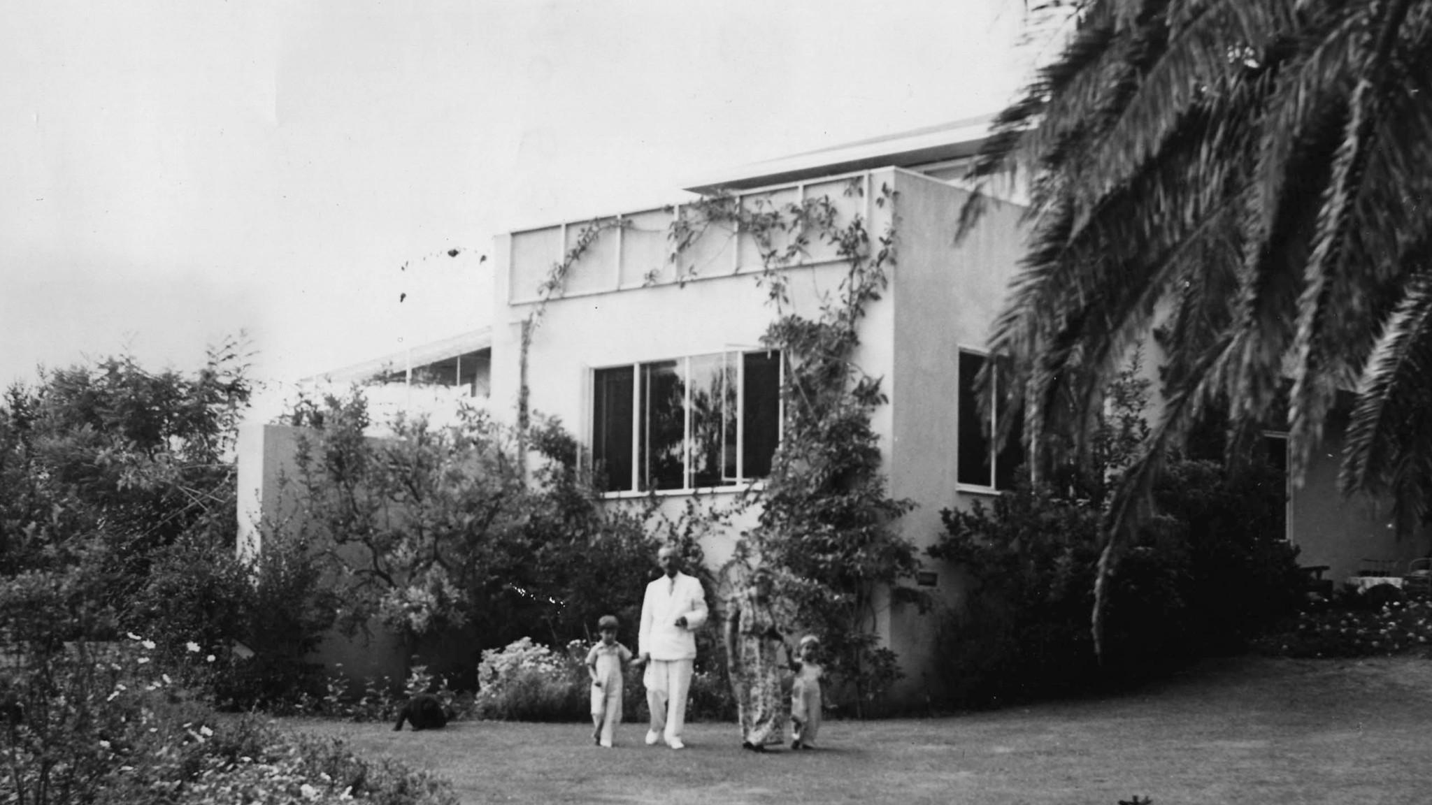 thomas mann house by midcentury great j r davidson l a 39 s next big teardown la times. Black Bedroom Furniture Sets. Home Design Ideas