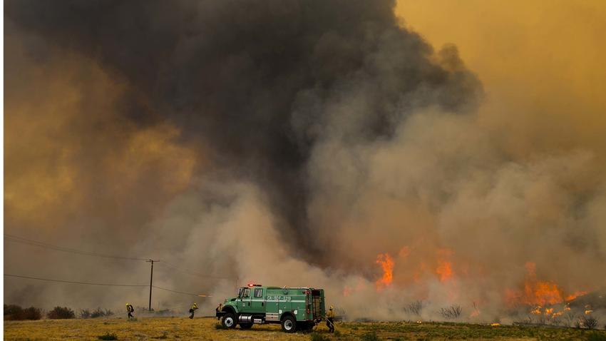 18,000 acres Burning AND 82,000 people told to Evacuate in California!  850x478