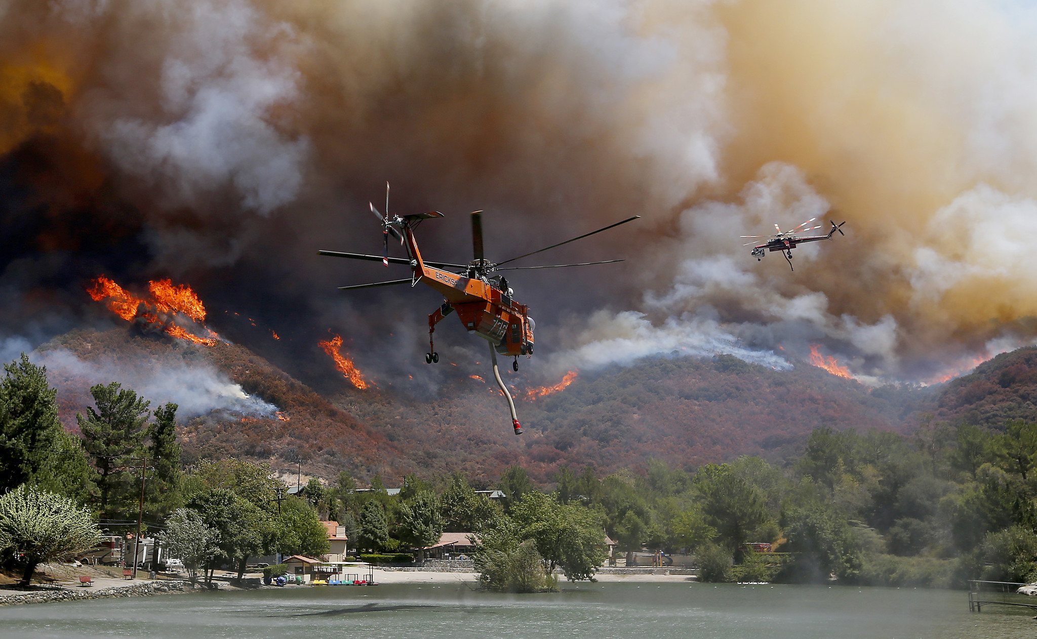 Firefighting helicopters battle the Blue Cut fire as it burns out of control around the community of Lytle Creek. (Luis Sinco / Los Angeles Times)
