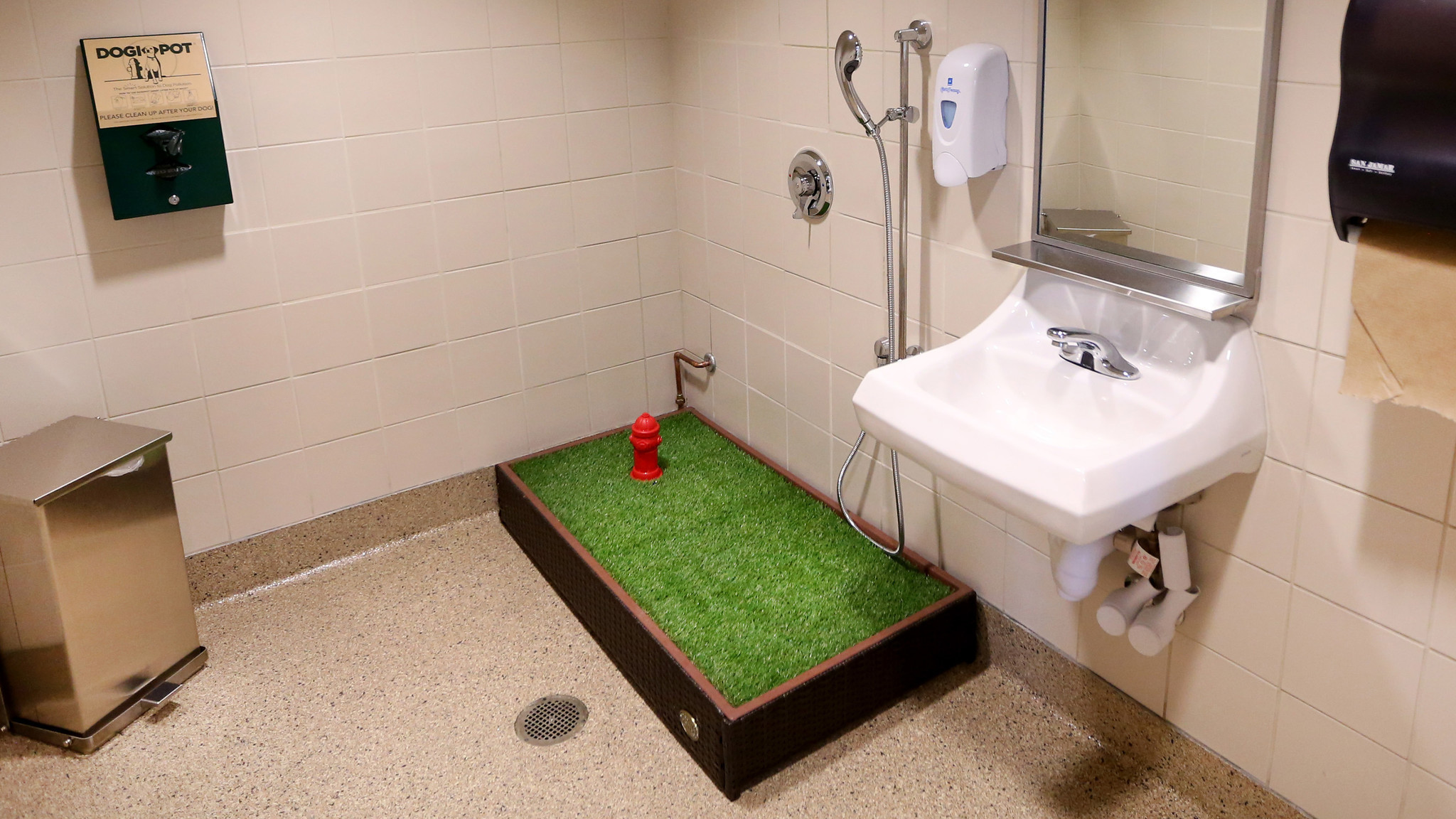 Midway Airport opens pet bathroom - Chicago Tribune