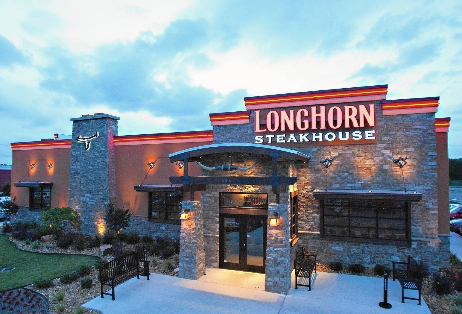 New steakhouse to open in Oswego - Aurora Beacon-News