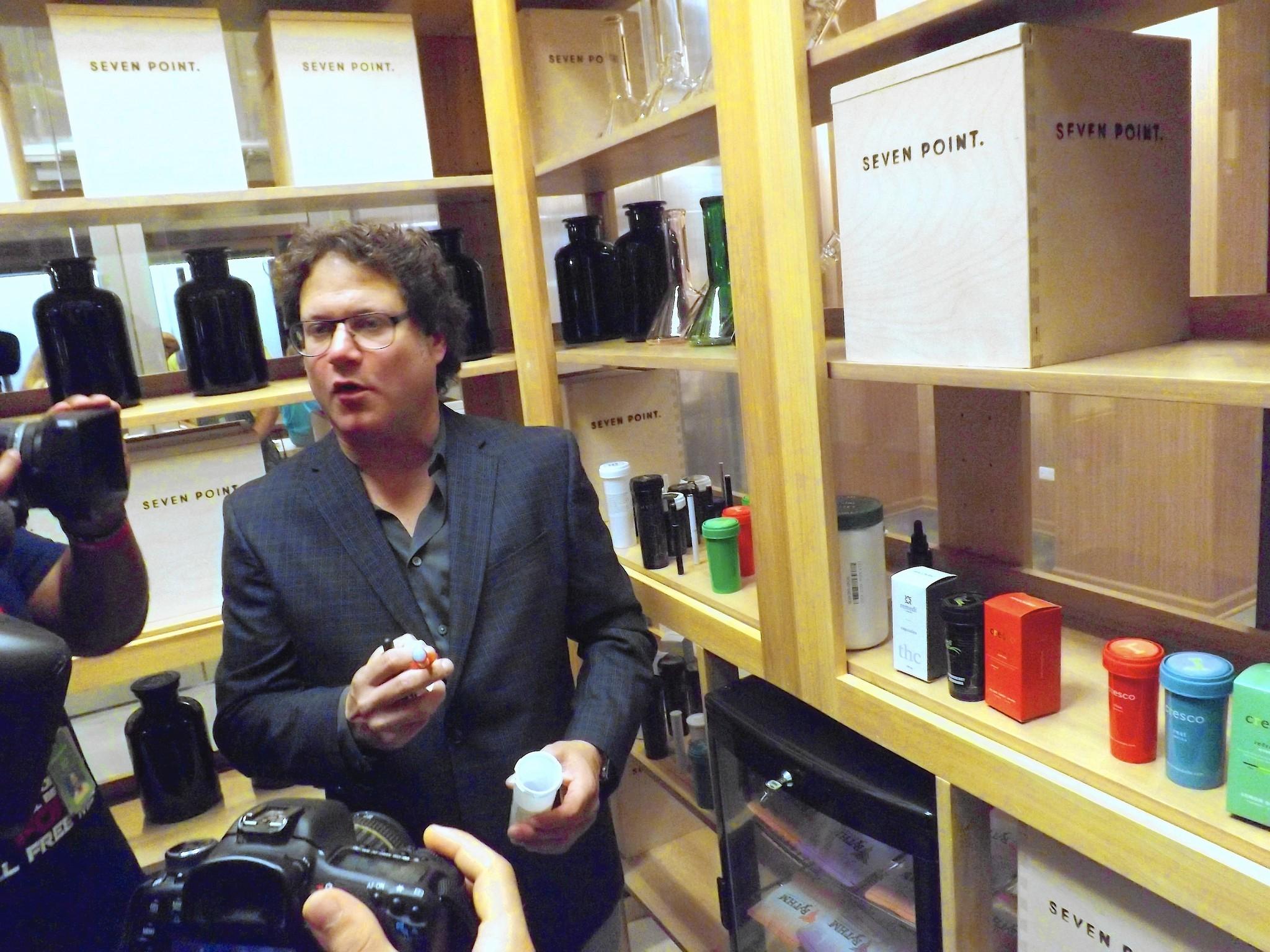 Medical marijuana dispensary opens in downtown Oak Park