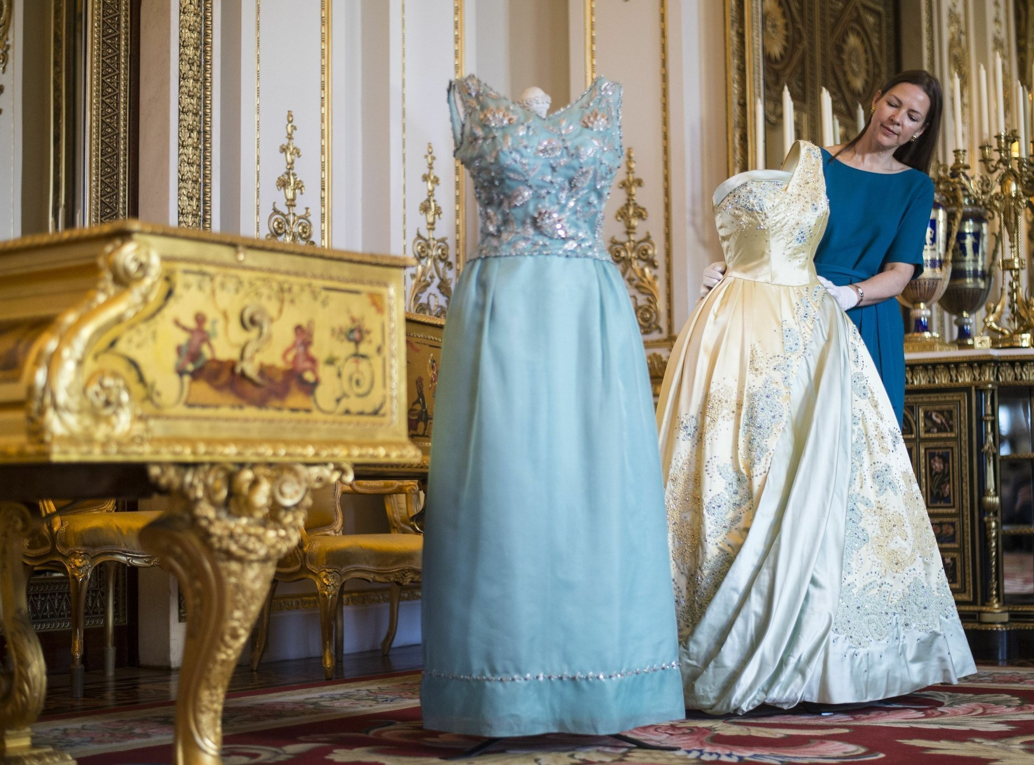 Exhibition of Queen\'s outfits at Buckingham Palace - The San Diego ...