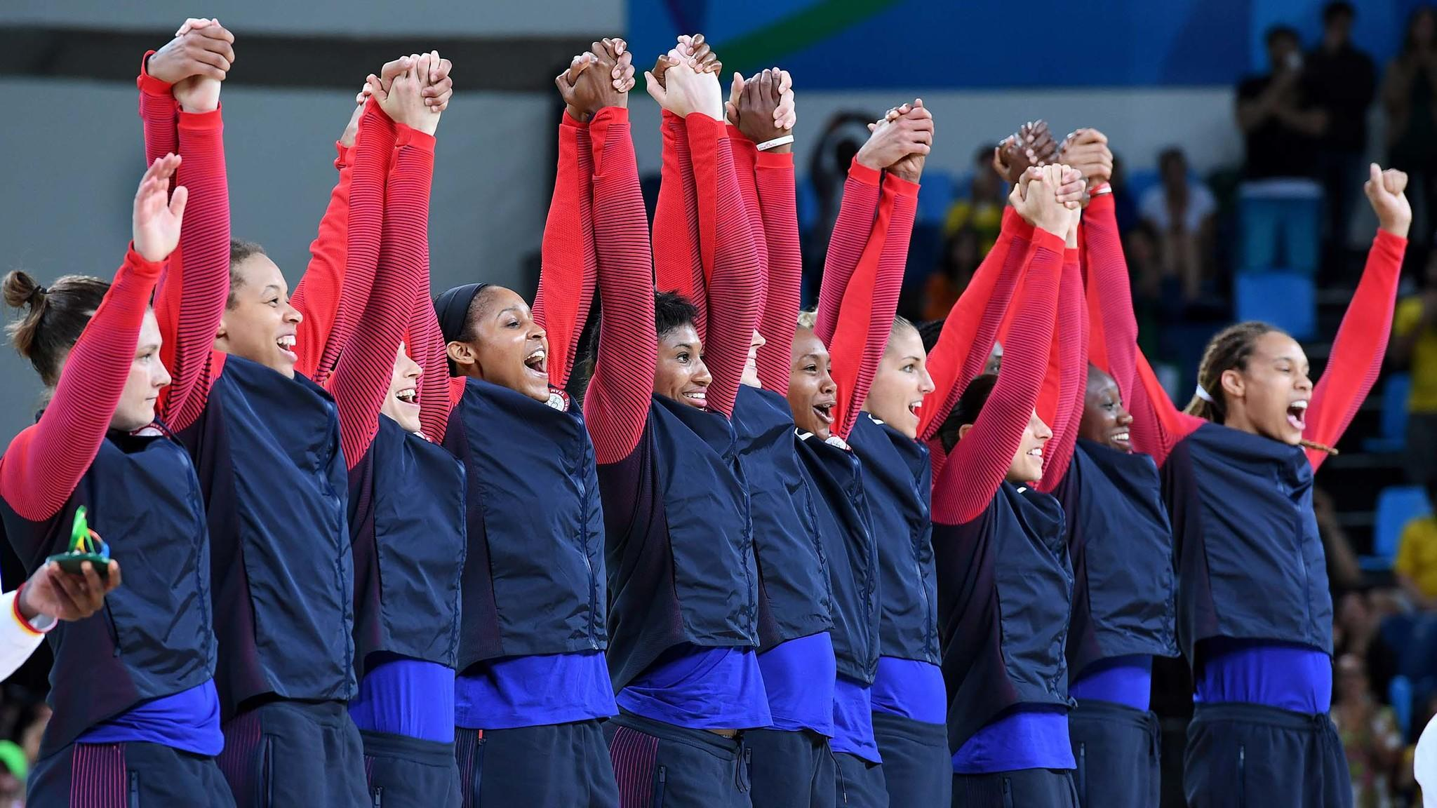 The U.S. women's basketball team celebrates after beating Spain for the gold medal. (Wally Skalij / Los Angeles Times)