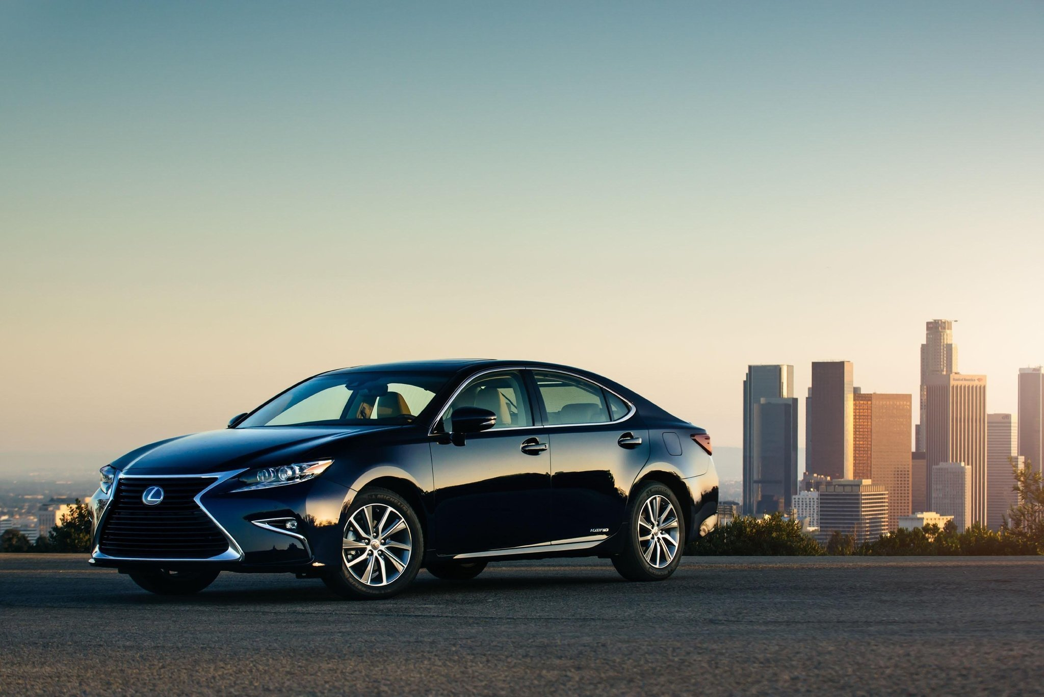 Lexus ES 300 Hybrid a smart mix of technologies roominess luxury