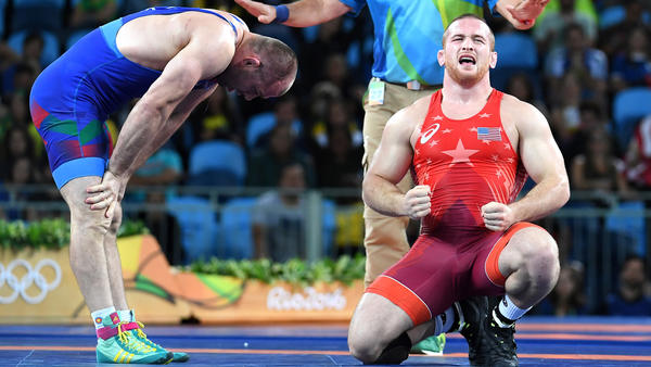 USA's Kyle Snyder celebrates his gold medal over Azerbaijan's Khetag Goziumov i (Wally Skalij / Los Angeles Times)