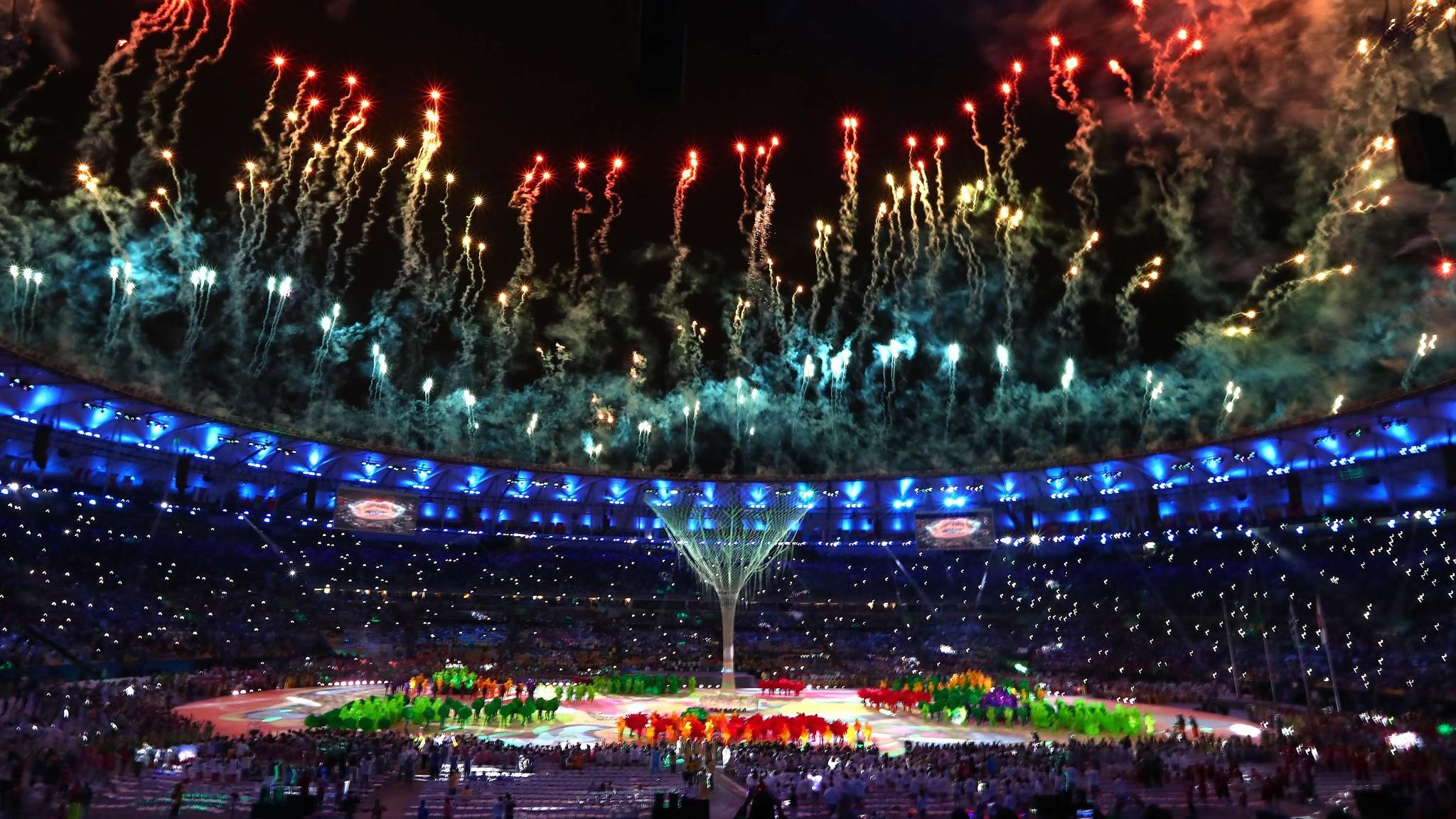 Fireworks explode during the Rio 2016 closing ceremony. (Robert Gauthier / Los Angeles Times)