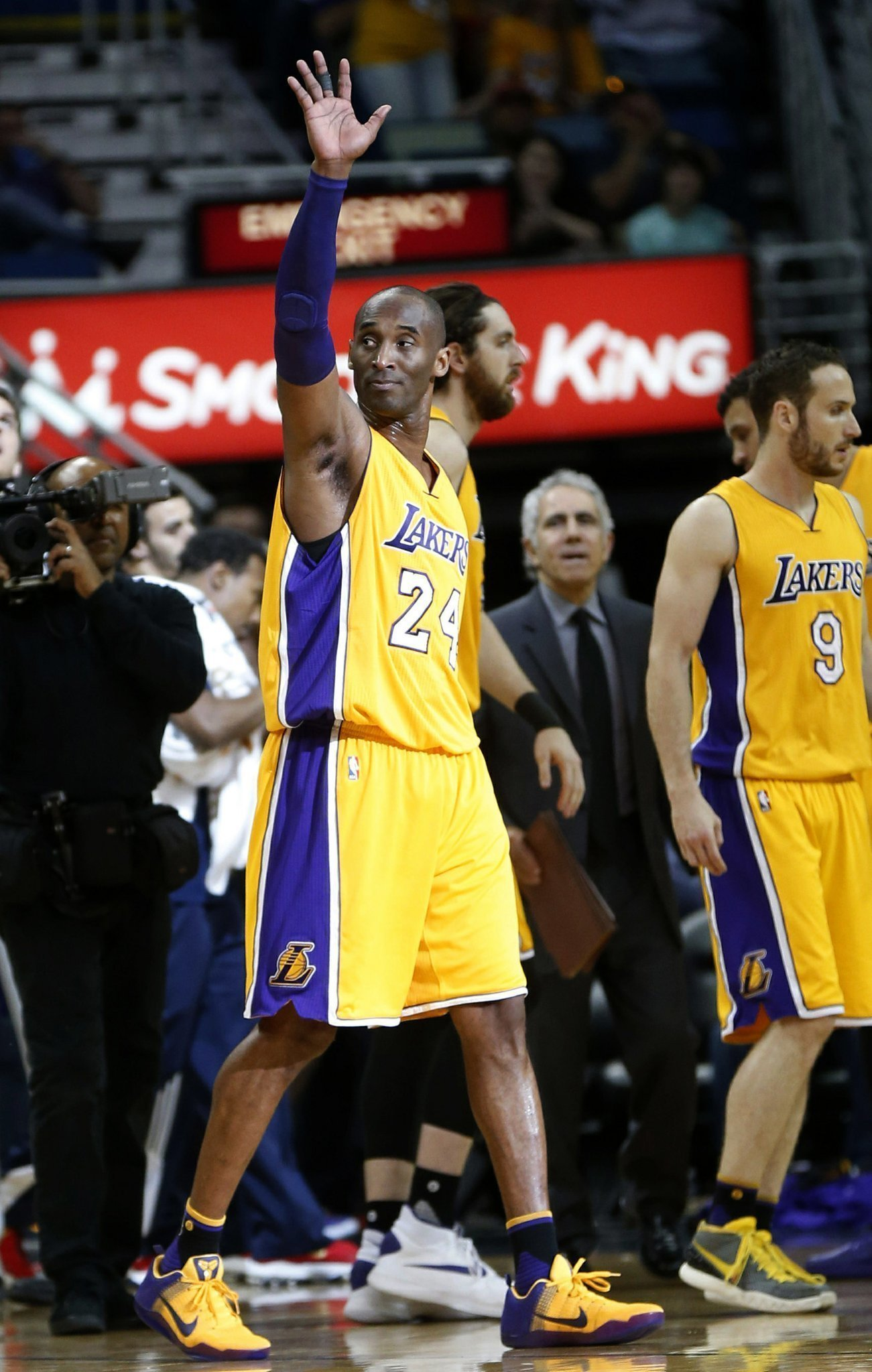 Pelicans beat lakers kobe bryant 110 102 the san diego union tribune