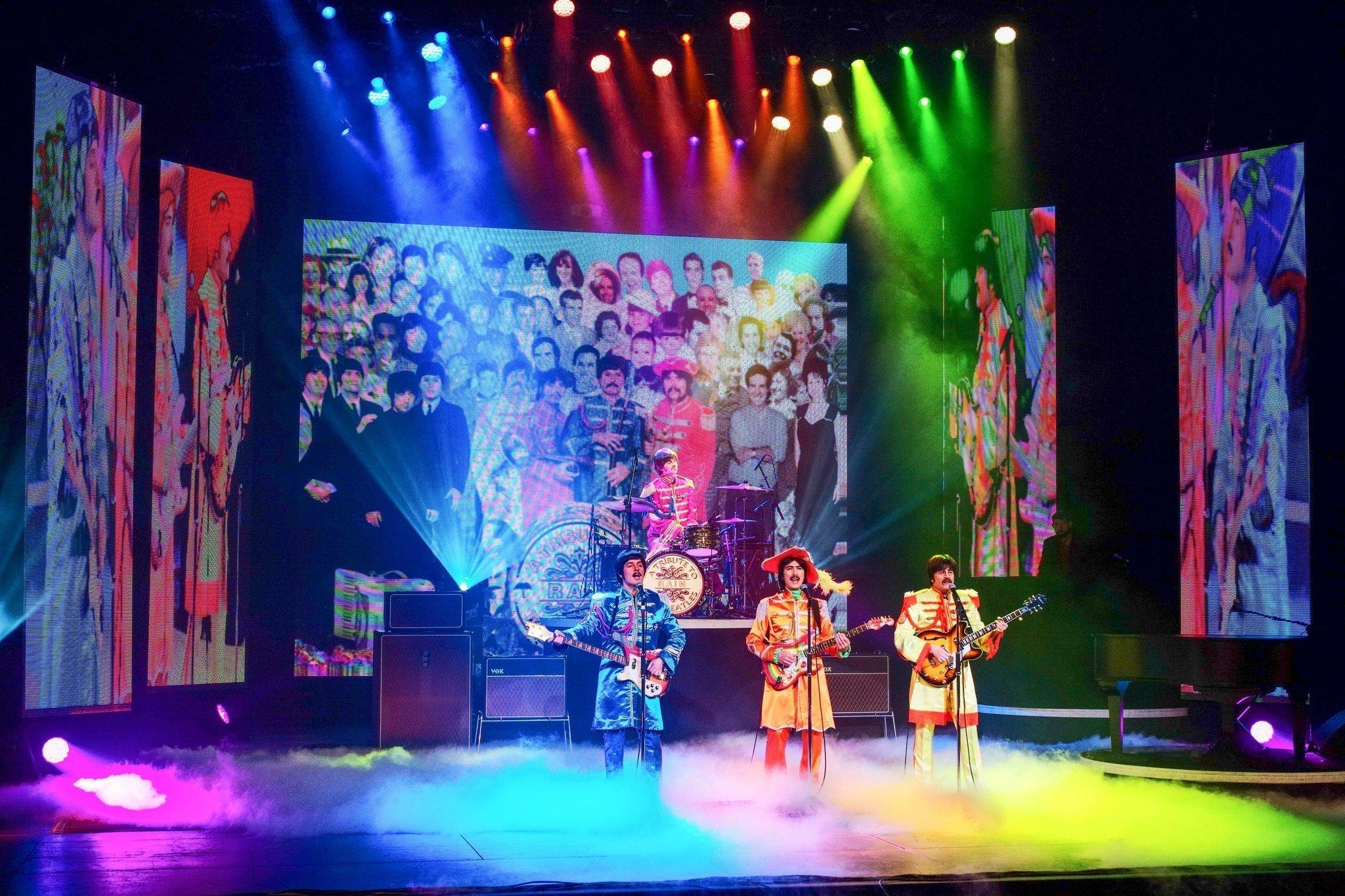 Review  Singin  in the Rain  Marriott Theatre    Chicago Theater Beat The Hollywood Reporter sitr singapore splash zone singin in the rain