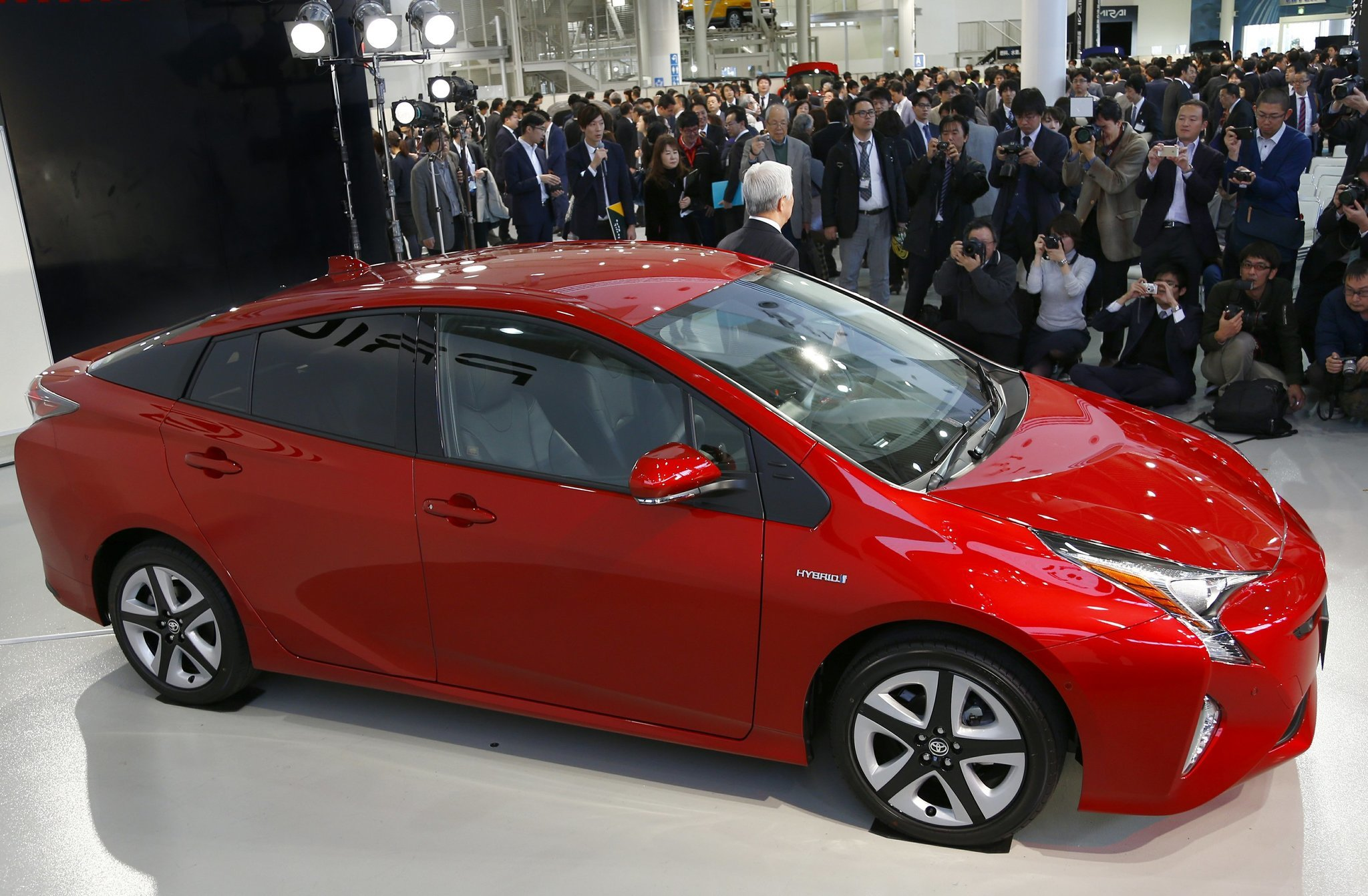 How low oil prices are slamming hybrids and electric cars