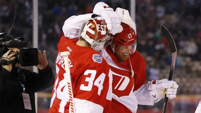 Richards Helps Red Wings To 5 3 Win Over Avs In Outdoor Game The