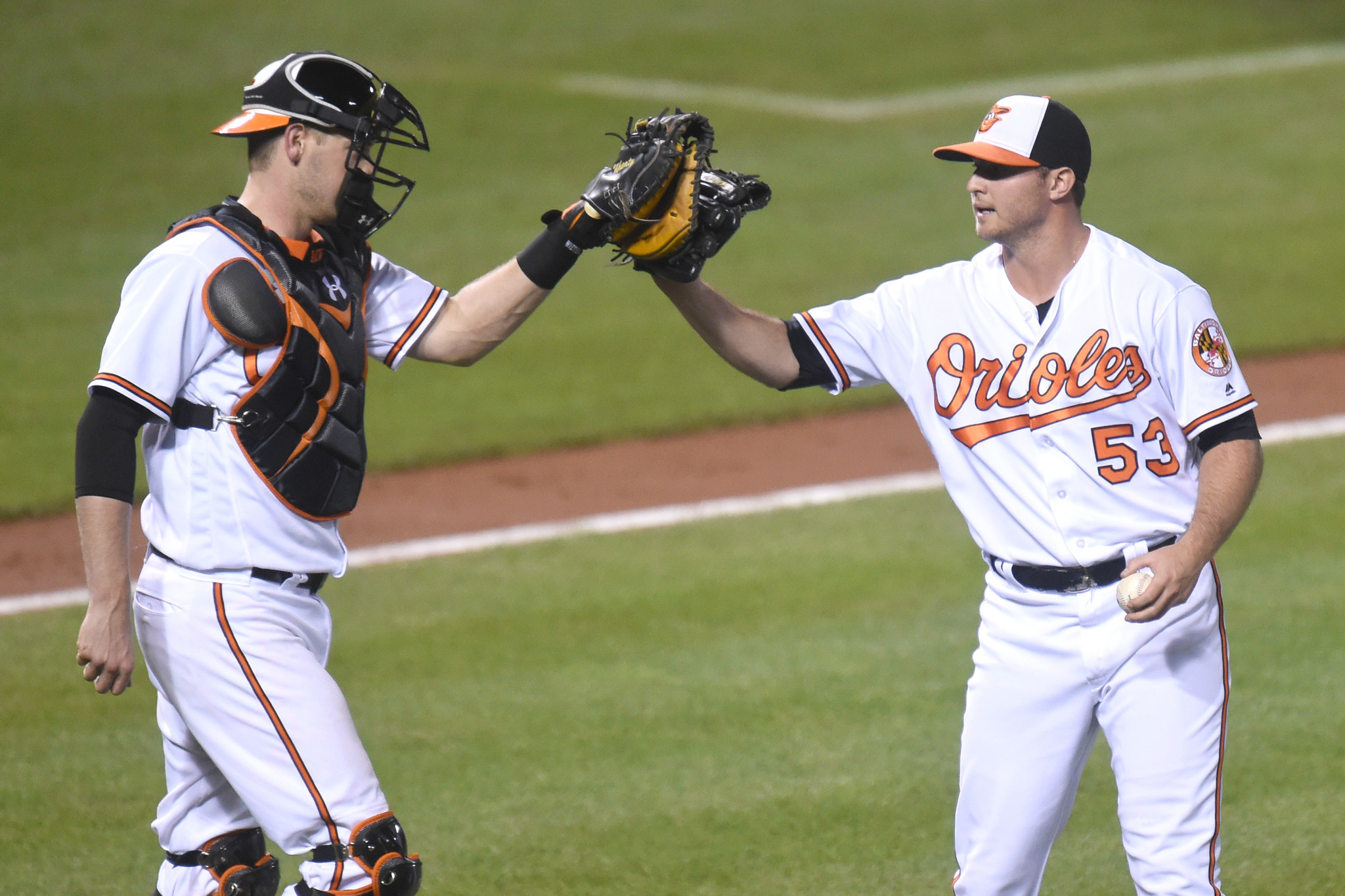 Bal-orioles-bullpen-rights-itself-with-all-hands-approach-to-hold-off-nationals-20160822