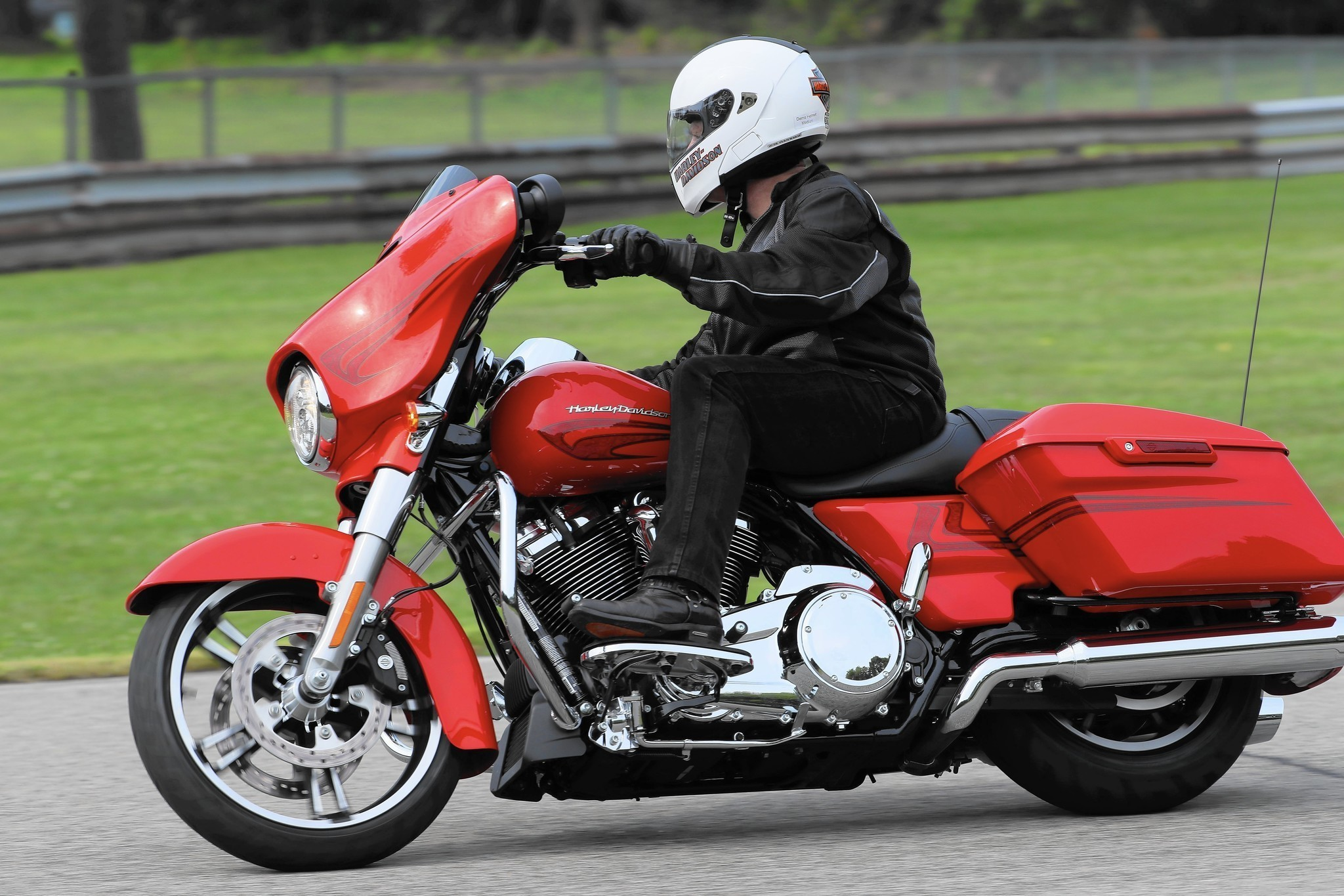 2017 harley davidson touring motorcycles with the all new milwaukee eight engine chicago tribune. Black Bedroom Furniture Sets. Home Design Ideas
