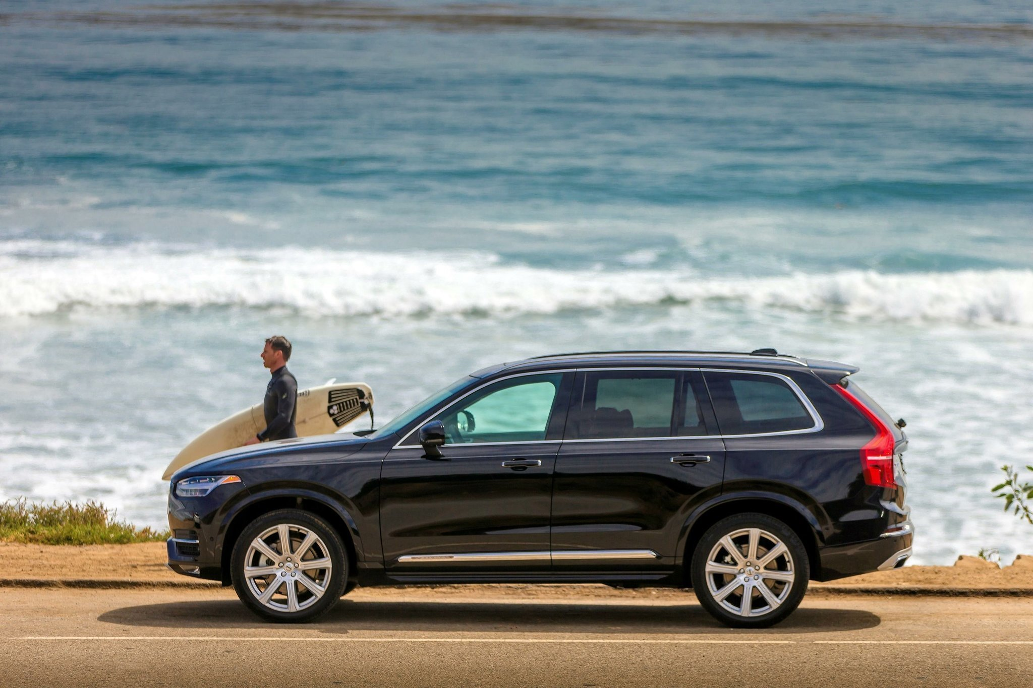 reviews volvo canada trend en rating cars quarters and three motor front