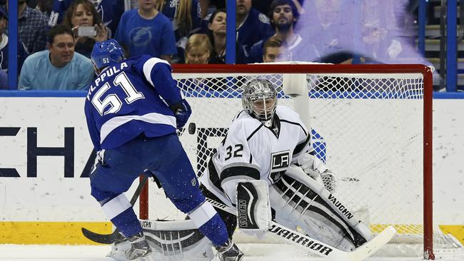 lightning win 3rd straight 2 1 over kings in so the san diego